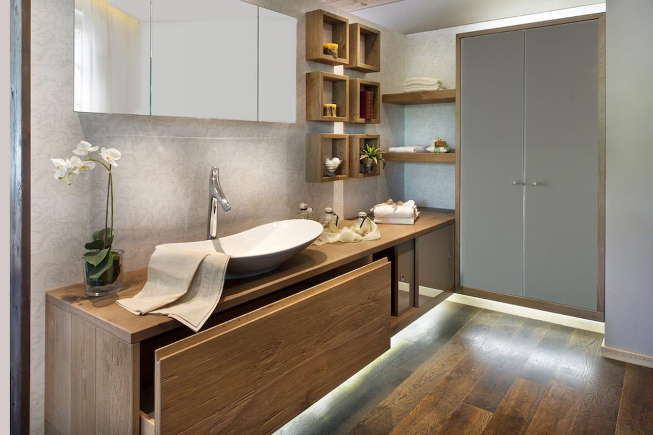 Bagno moderno estetico e funzionale for Foto bagni moderni arredati