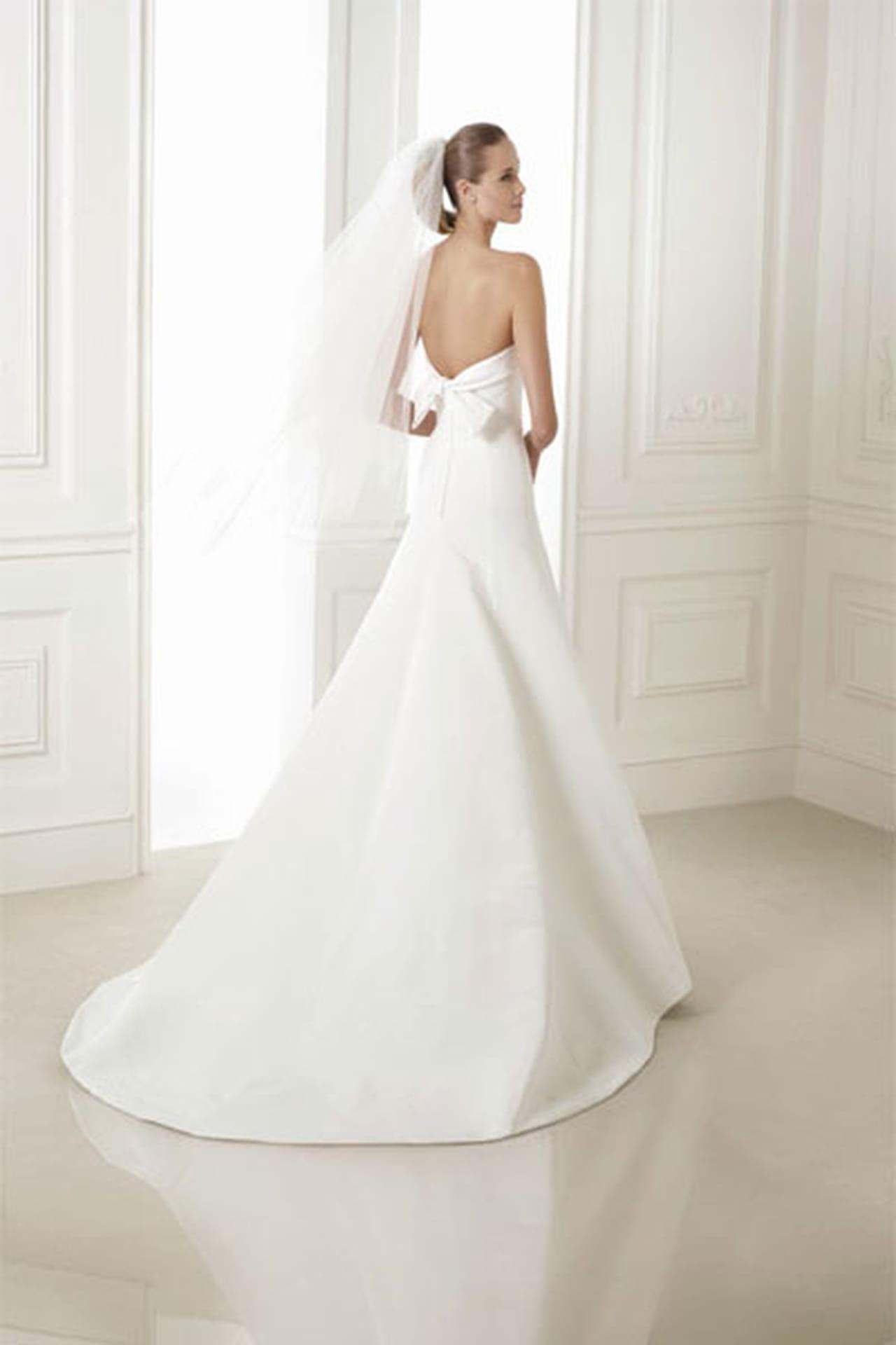 a18655bda5aac تعرفي على ملامح فساتين زفاف برونوفيا Pronovias 2015