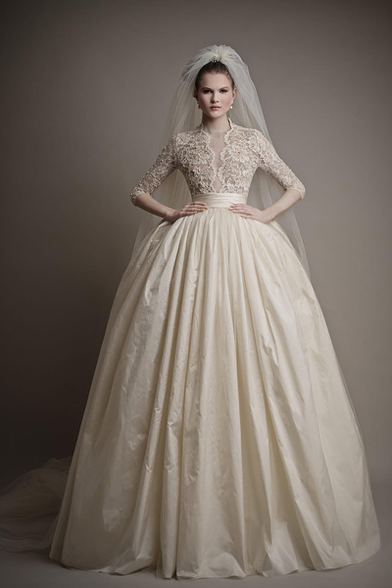 764ff127caafa درجات الأبيض الناعمة في فساتين زفاف إرسا لعام 2015