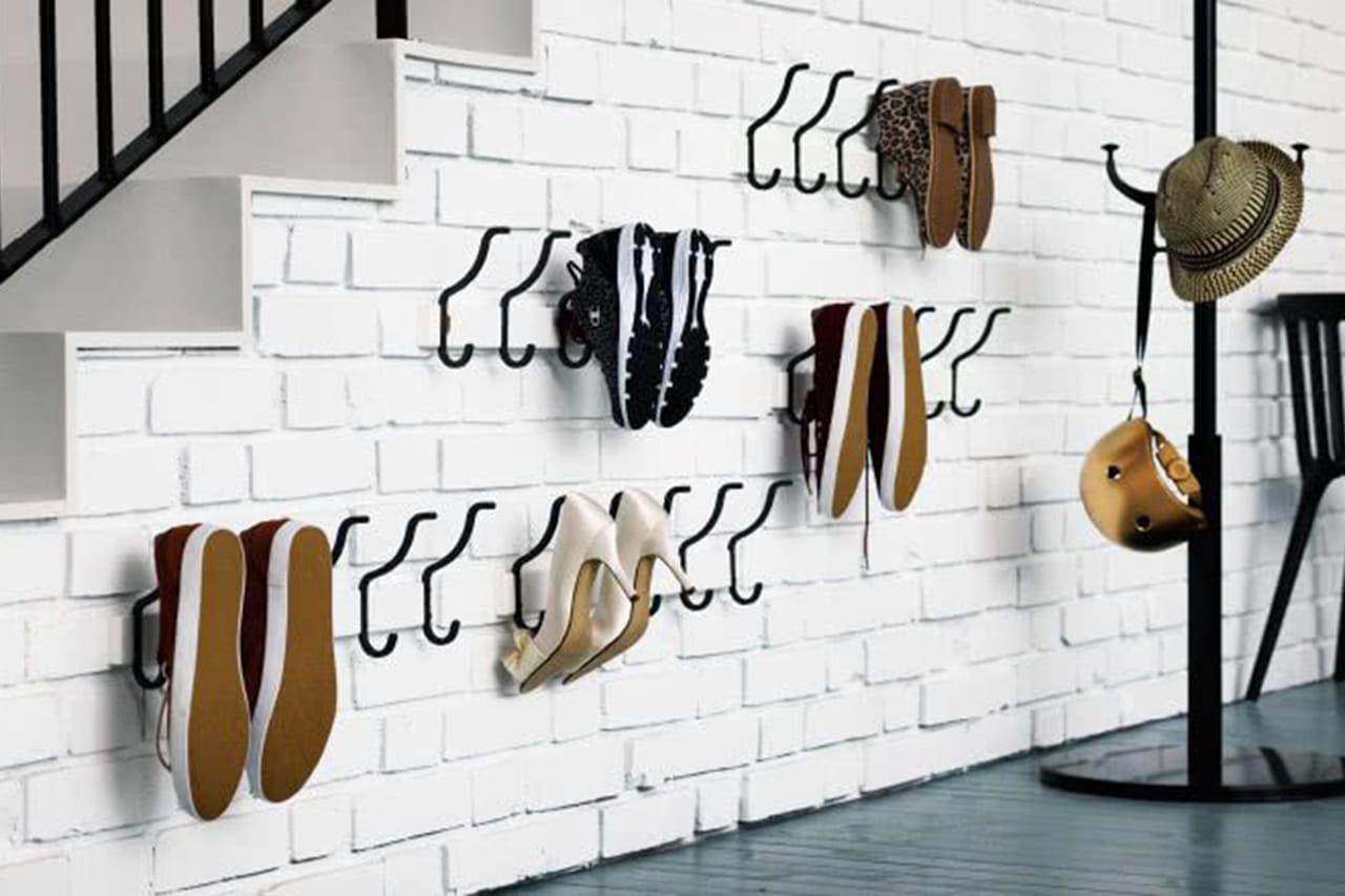 55d195d0c Ganchos práticos para pendurar sapatos em qualquer espaço. ©  Reprodução/Pinterest