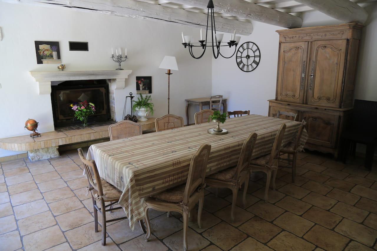 Una Sala Da Pranzo In Stile Provenzale: Non Può Mancare Il Lampadario  #30281C 1280 853 Illuminare Sala Da Pranzo