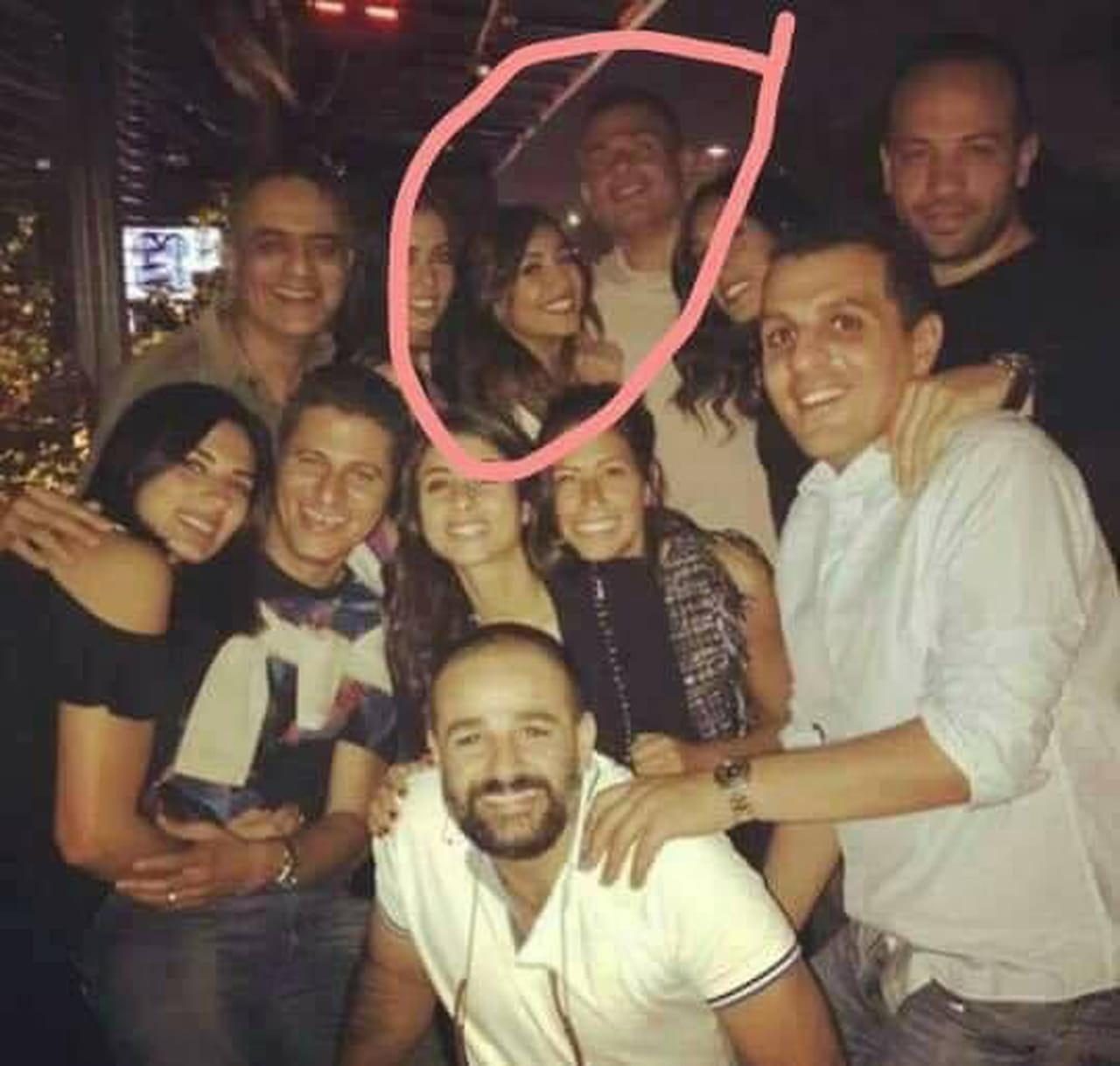 صورة جديدة تؤكد العلاقة العاطفية بين عمرو دياب ودينا الشربيني