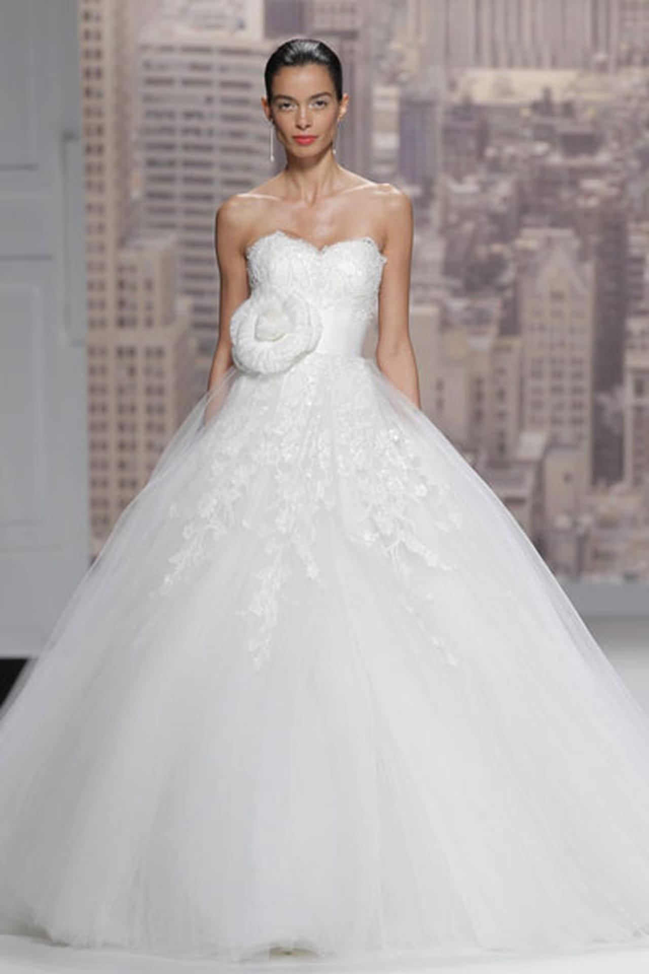 تصاميم حالمة في فساتين زفاف 820505