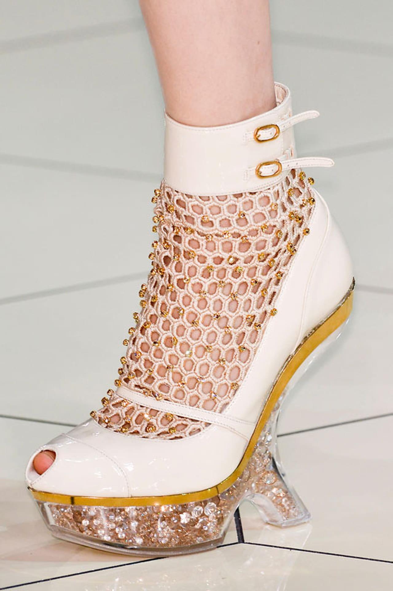 8cbfe3c662d04 حذاء مميّز من Alexander McQueen لعام 2013. من تصميم Alexander McQueen خلال أسبوع  الموضة في باريس ...