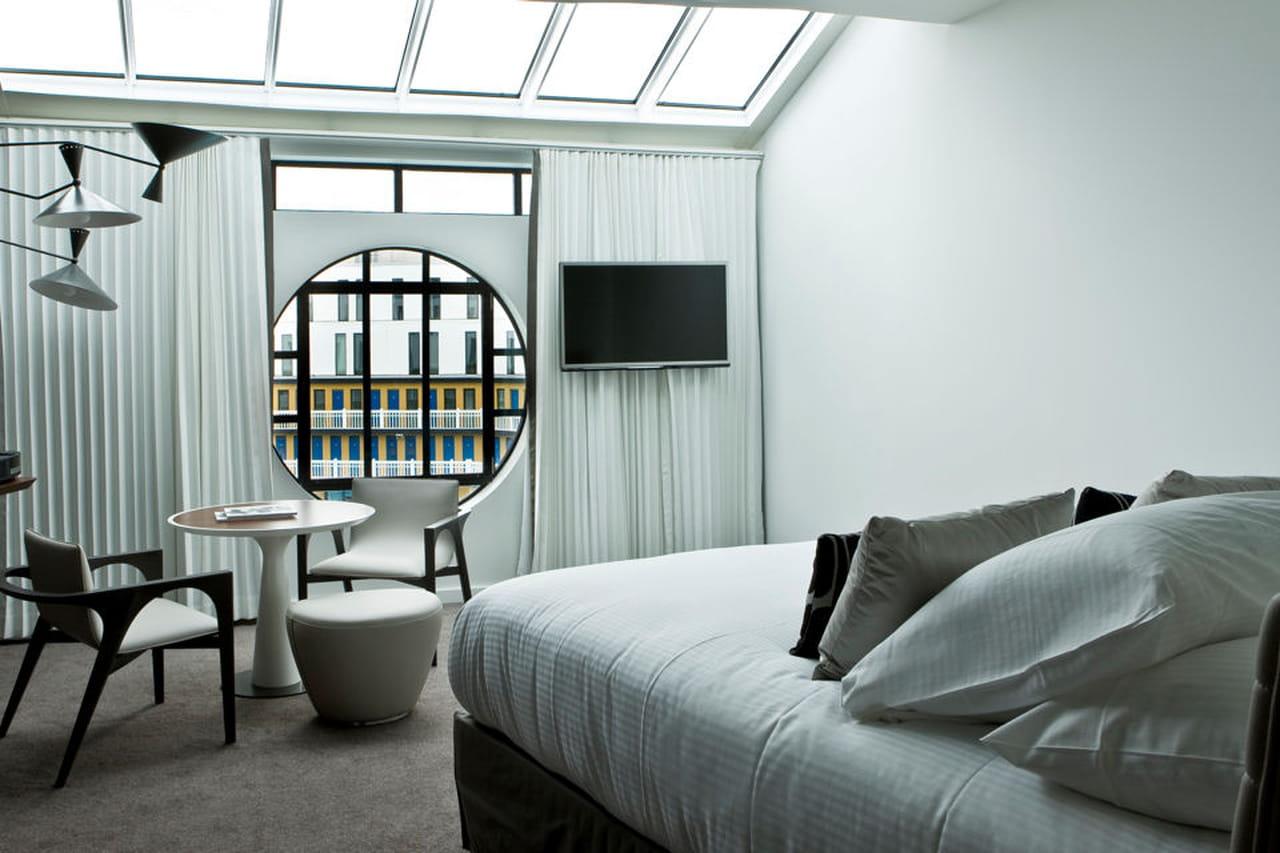 Camere Da Letto Art Deco : Piscine molitor: una piscina art déco a parigi