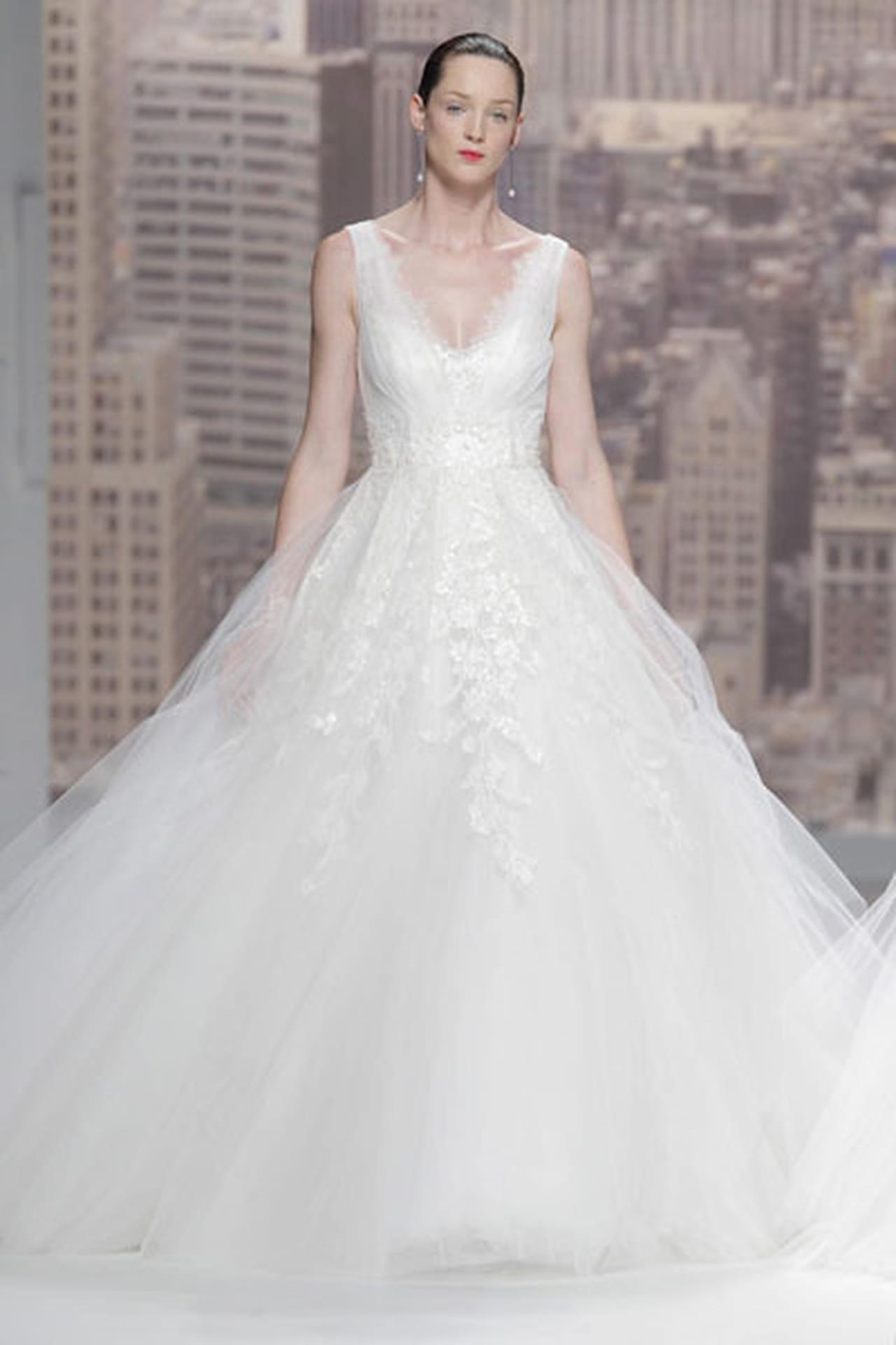 تصاميم حالمة في فساتين زفاف 820508