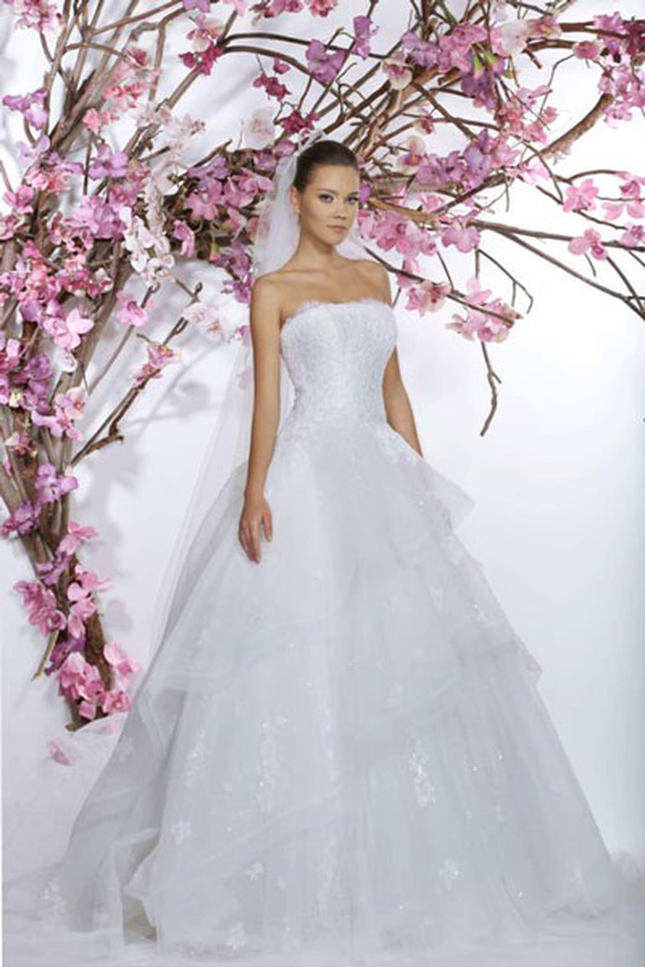 01dbe70c5f935 أجمل فساتين زفاف 2015 من مصممين ازياء لبنانيين