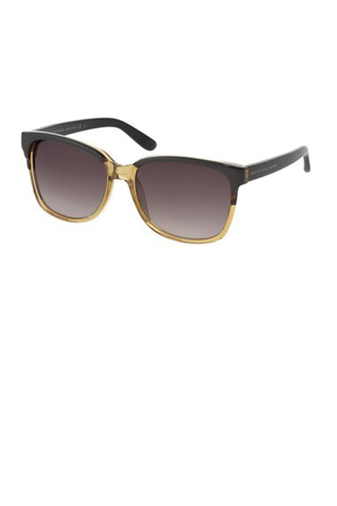 953974468 نظارة شمسية تذكر بالسبعينات من Marc Jacobs. من مجموعة Marc Jacobs لربيع وصيف  2013
