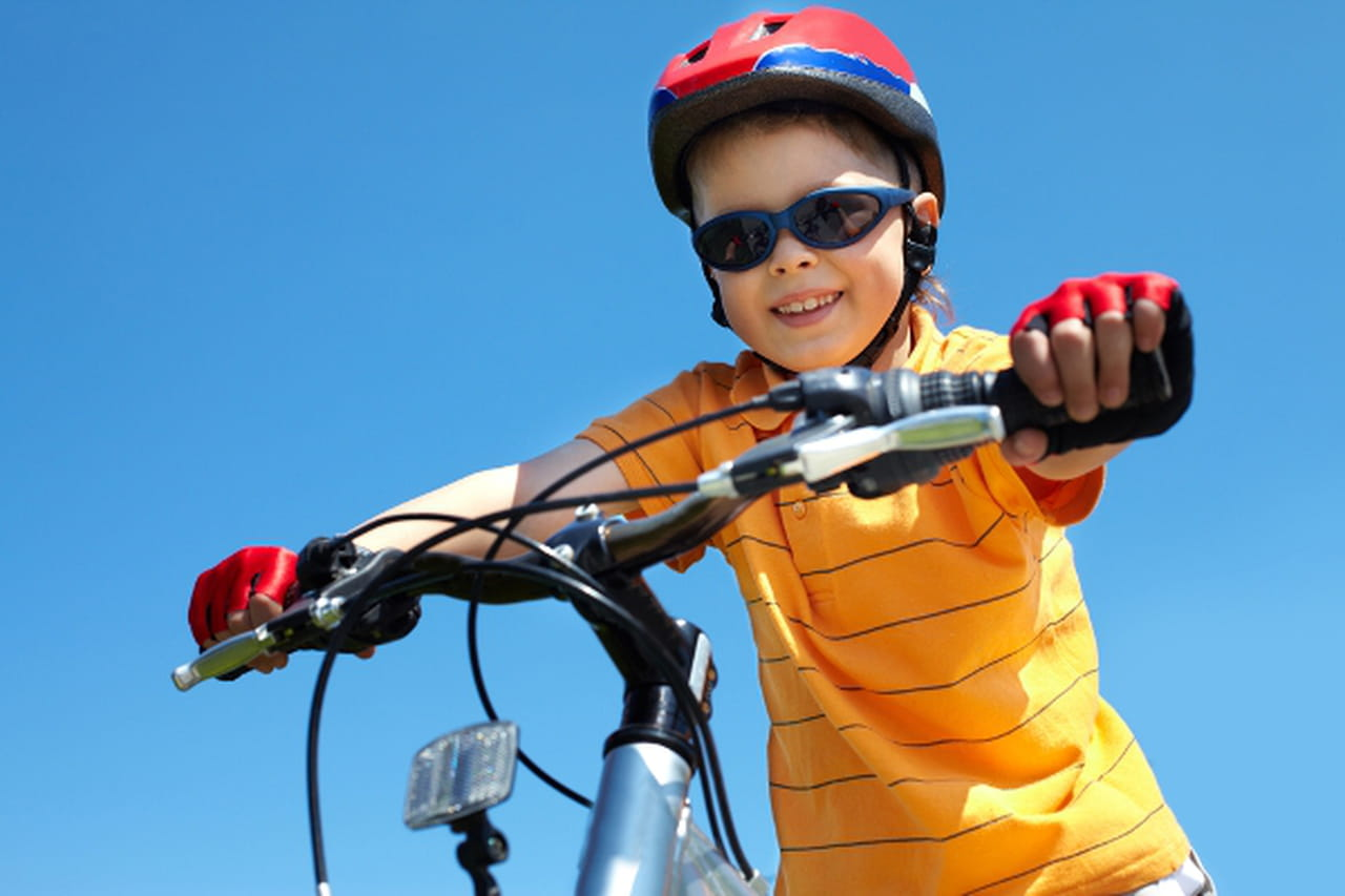 نصائح لتضمني سلامة طفلك أثناء ركوب الدراجة الهوائية 830047