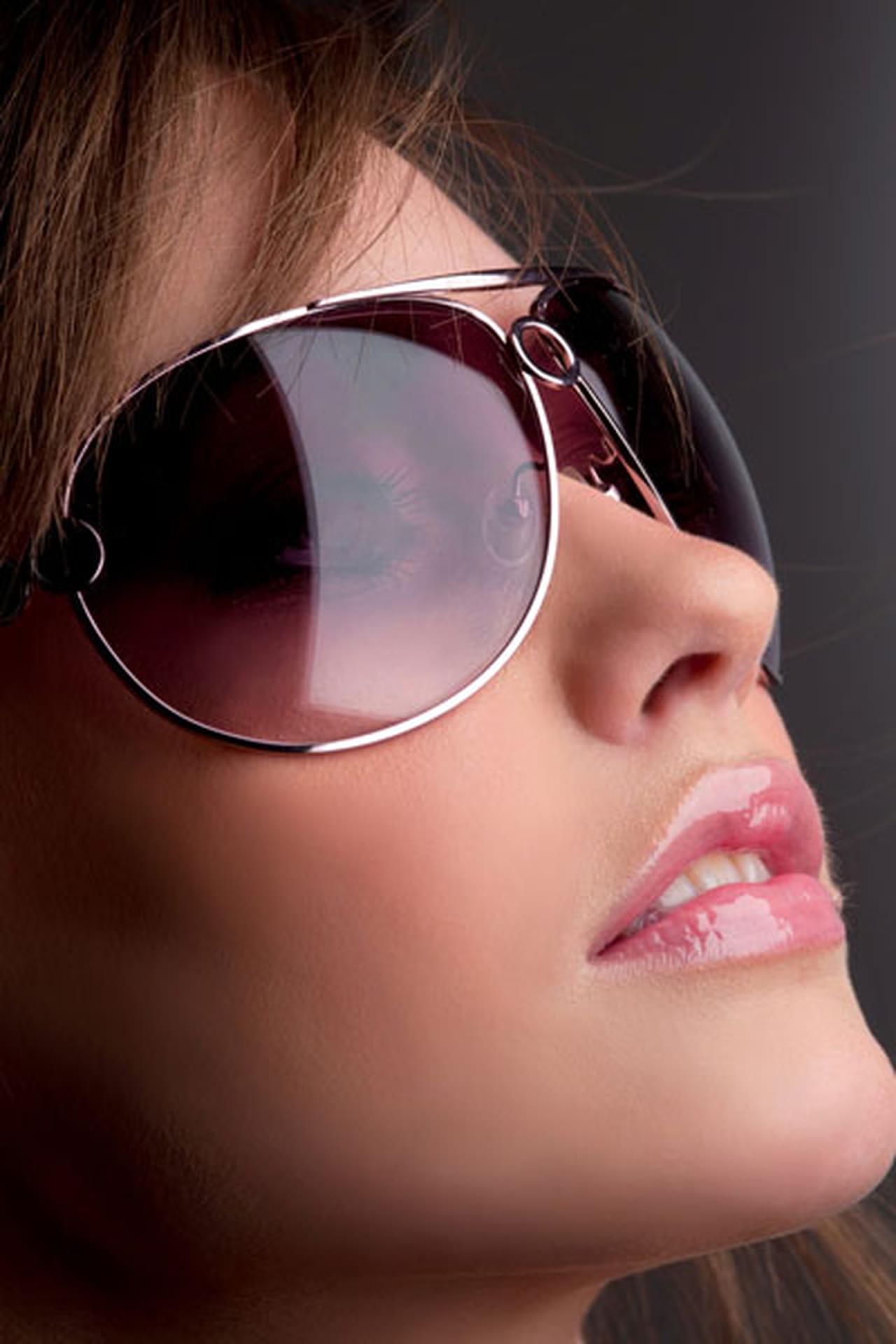 5a8f44e27 نصائح ذهبية لنظارات شمسية تليق بك وبلون بشرتك
