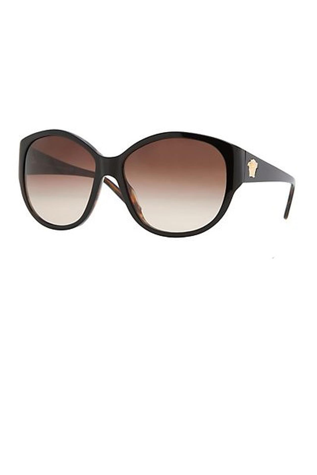 d21b123b0 نظارة شمسية كلاسيكية سوداء من Versace. من مجموعة Versace لربيع وصيف 2013