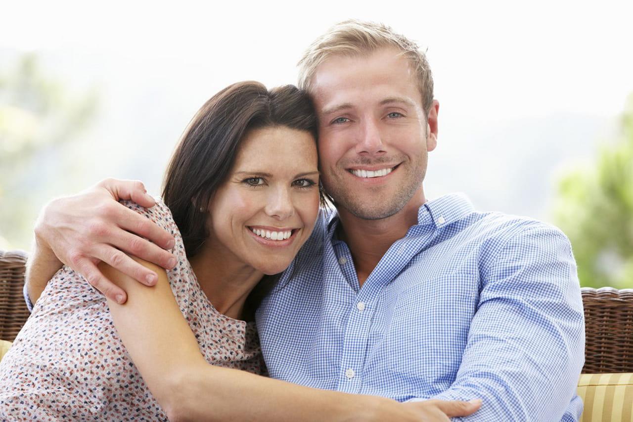 22a518f45 لغة الجسد في الحب: علامات لتعرفي مدى حب الرجل لكِ