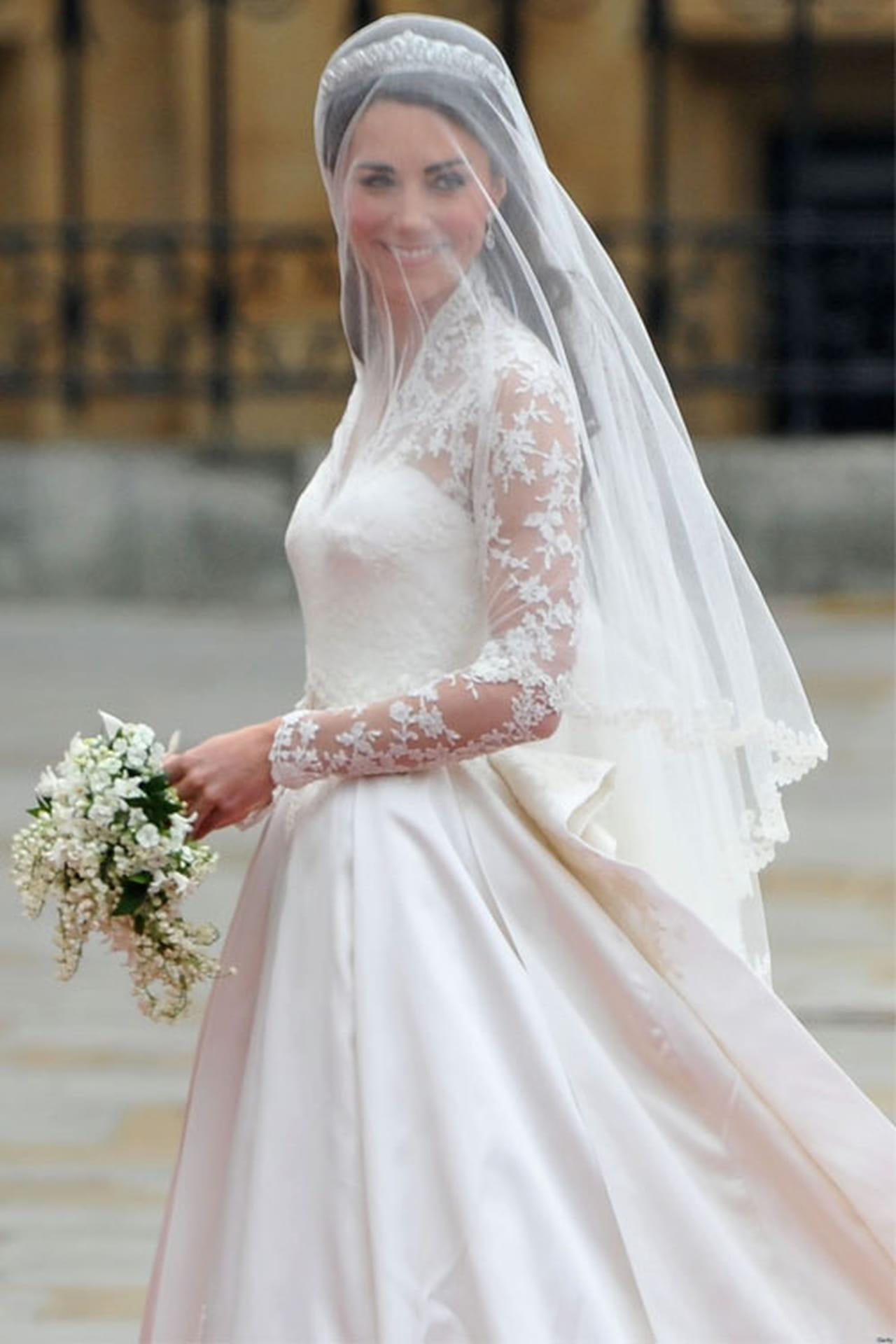 3b78f3e4bea34 ... الزفاف، وتبقى صوره هي الذكري الخالدة، بكل تفاصيله ومواقفه السعيدة،  ويعتبر فستان العروس هو أكثر ما يلتفت إليه الحضور في حفل الزفاف، لذلك تحاول  كل عروس أن ...