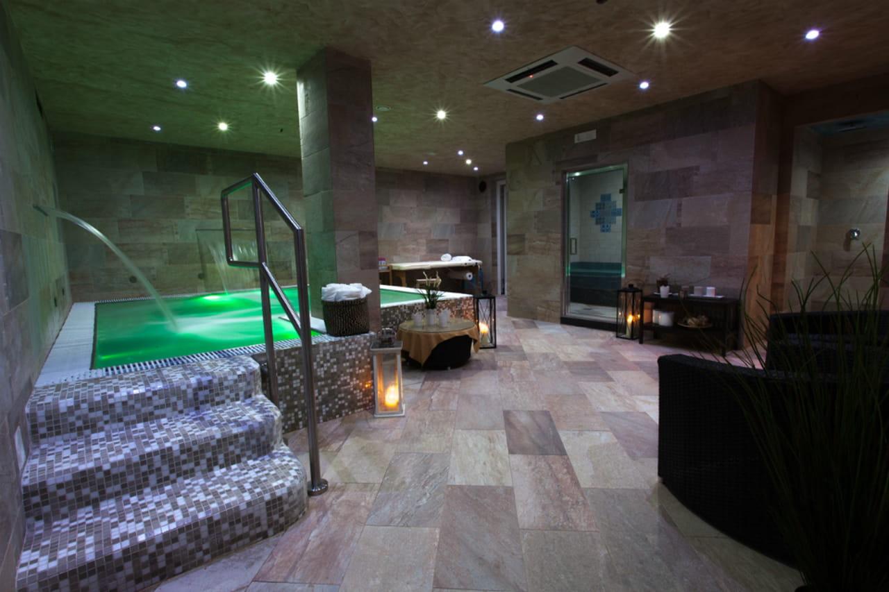 Idee per san valentino spa viaggi e relax di coppia - Spa con piscina in camera ...