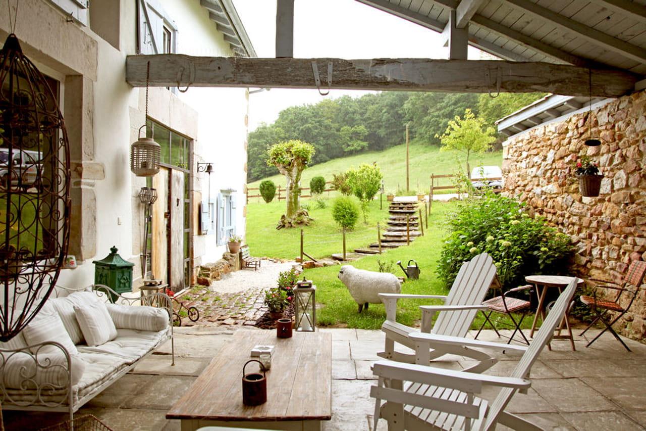 Passione per l'antiquariato in una casa colonica basca