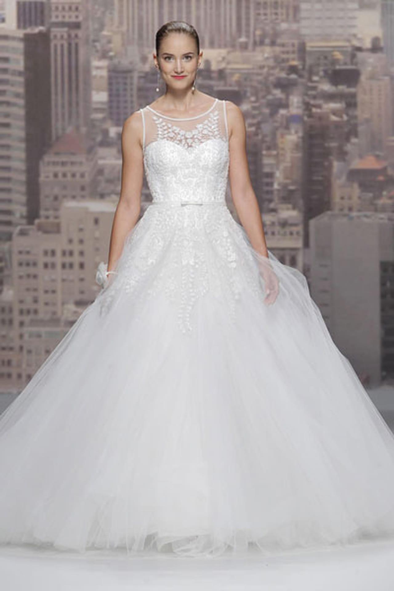 تصاميم حالمة في فساتين زفاف 820506