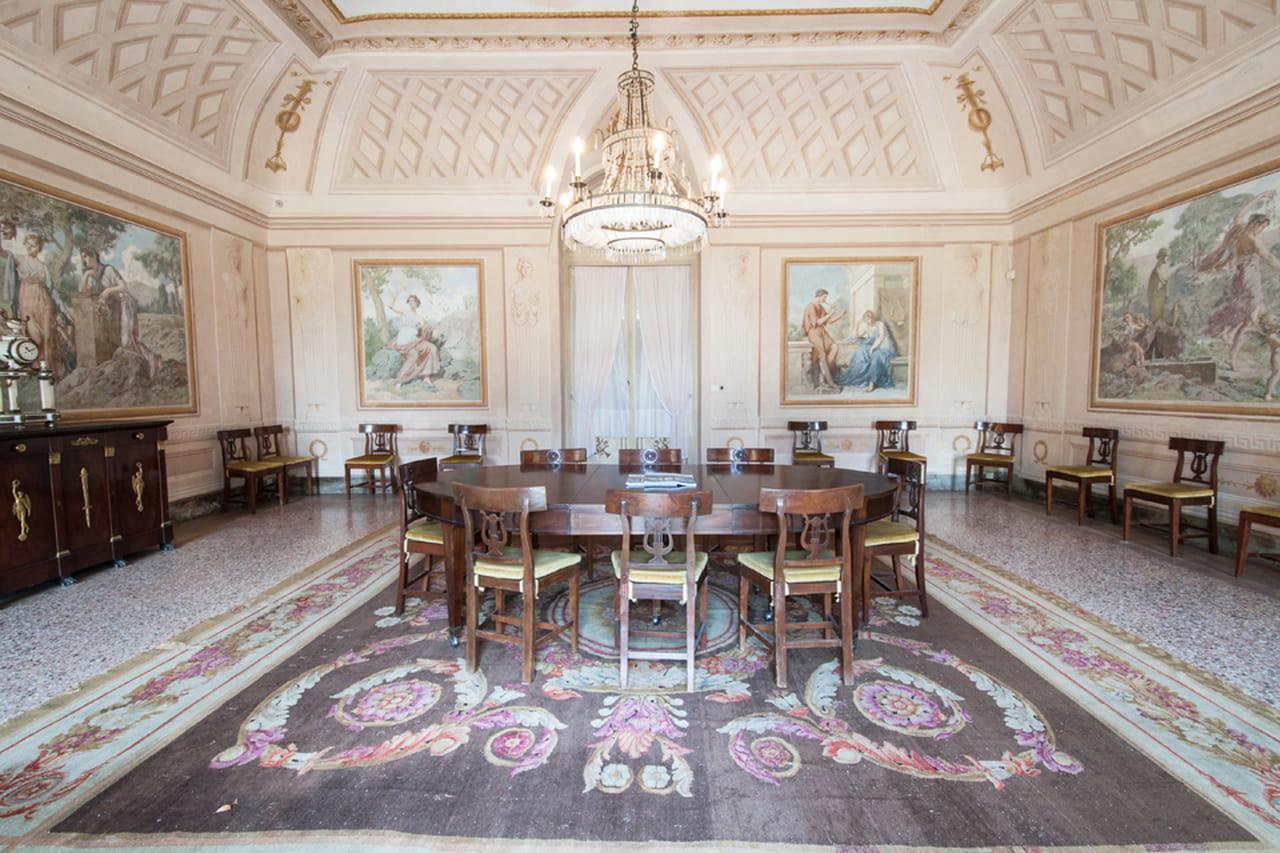 La Sala Da Pranzo Di Villa Reale Di Marlia Si Affaccia Sui Giardini  #7C654F 1280 853 Sala Da Pranzo Ottocento