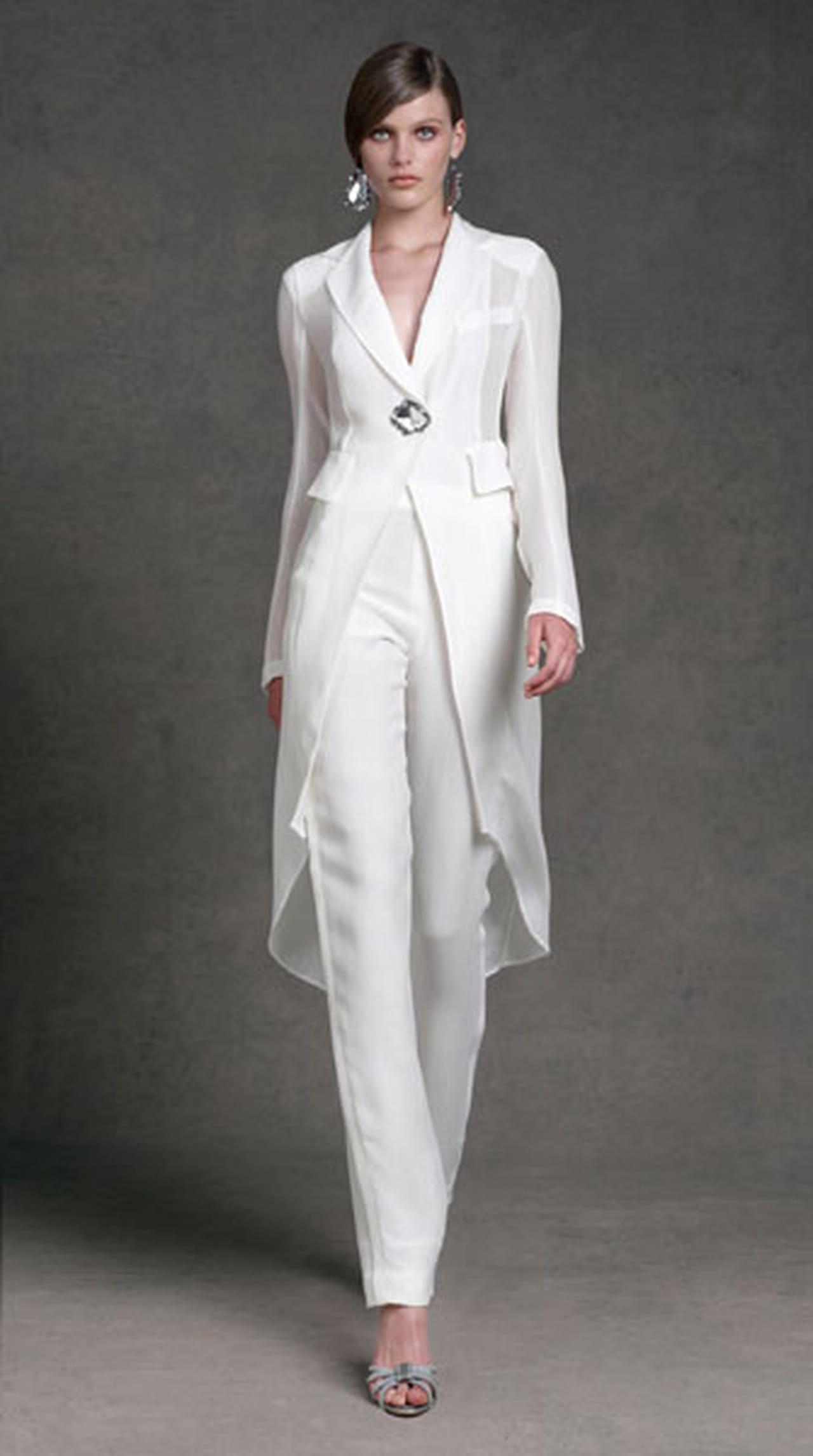 Белый костюм женский на свадьбу фото