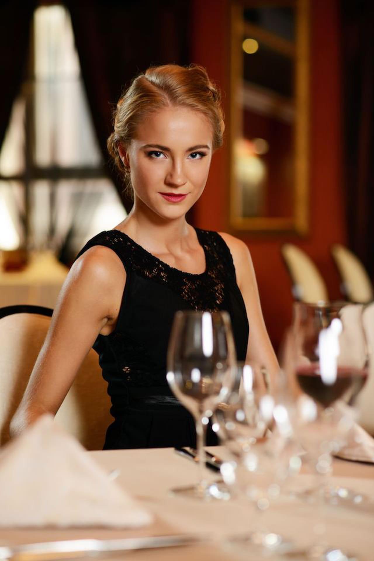 Galateo a tavola regole per commensali impeccabili - Regole del galateo a tavola ...
