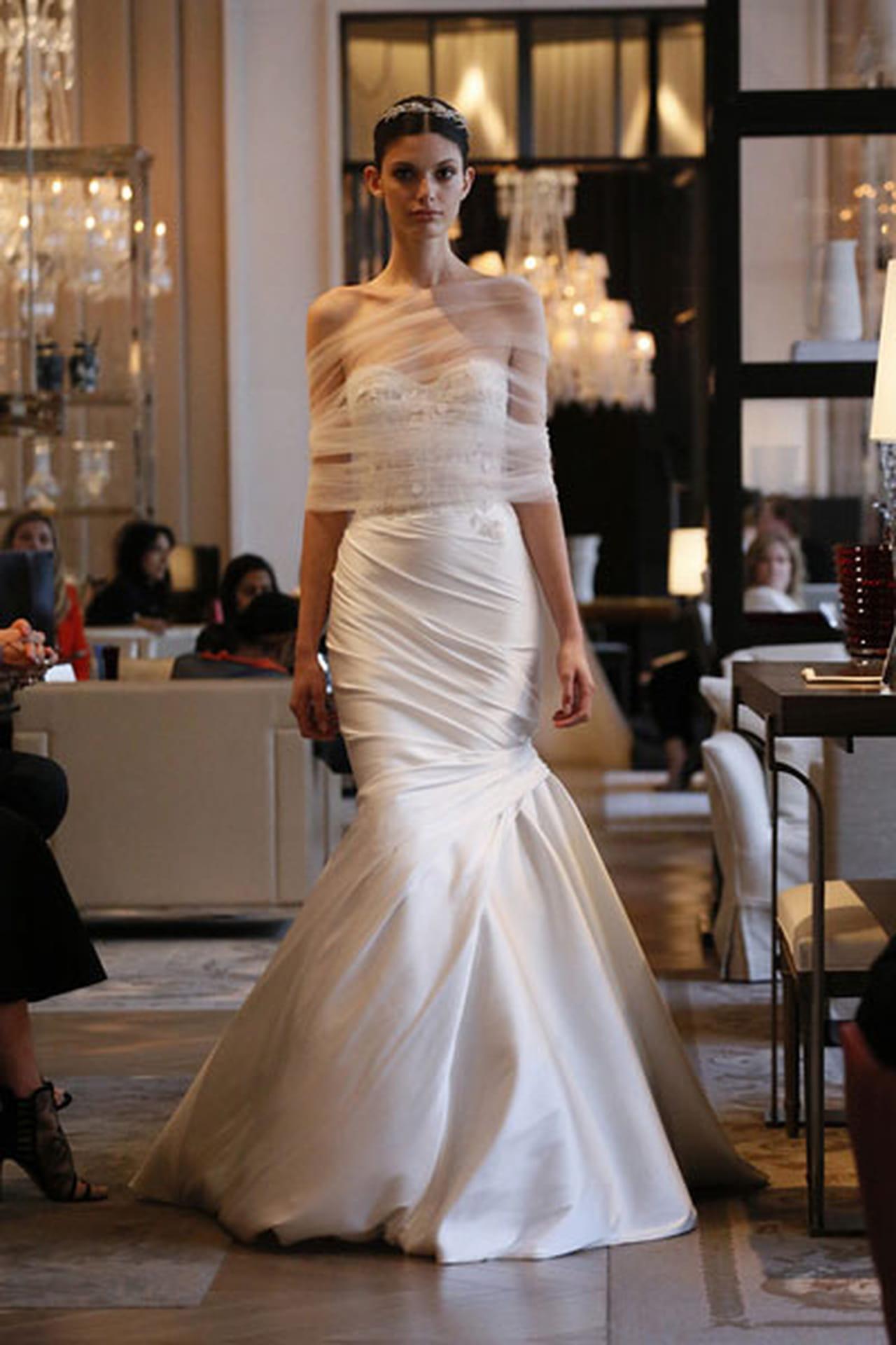 b907c6605 فساتين زفاف مونيك لولييه 2016 لإطلالة الأميرات