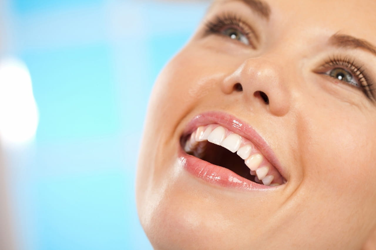 عادات خطيرة تُدمر أسنانك
