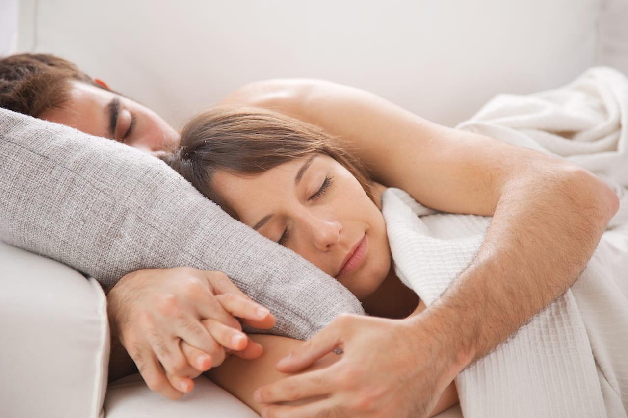 Posizioni a letto come dormite rivela che aria tira - I segni zodiacali a letto ...