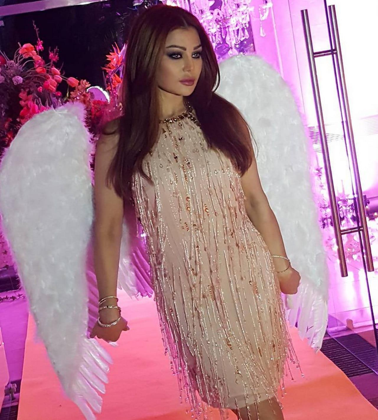 376d98210 هيفاء وهبي بأجنحة الملائكة في حفل عيد ميلادها
