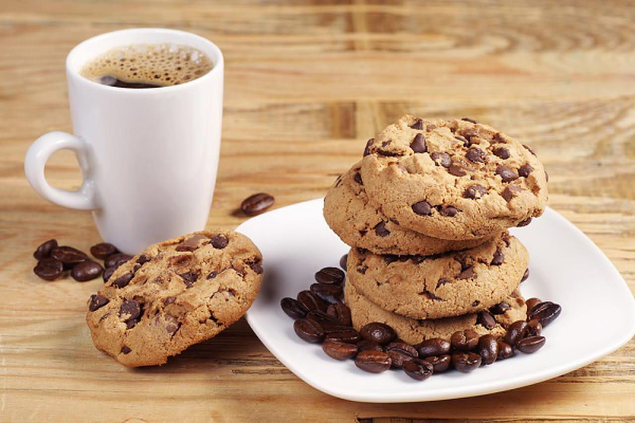 طريقة عمل كوكيز القهوة وشوكولاتة هيرشي بدون بيض