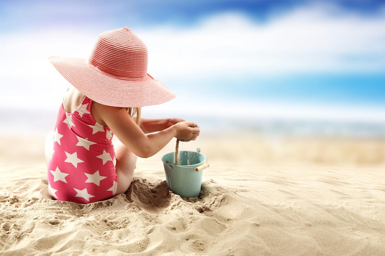 Mare con i bambini i giochi che salvano il relax della for Piccoli piani cottage sulla spiaggia