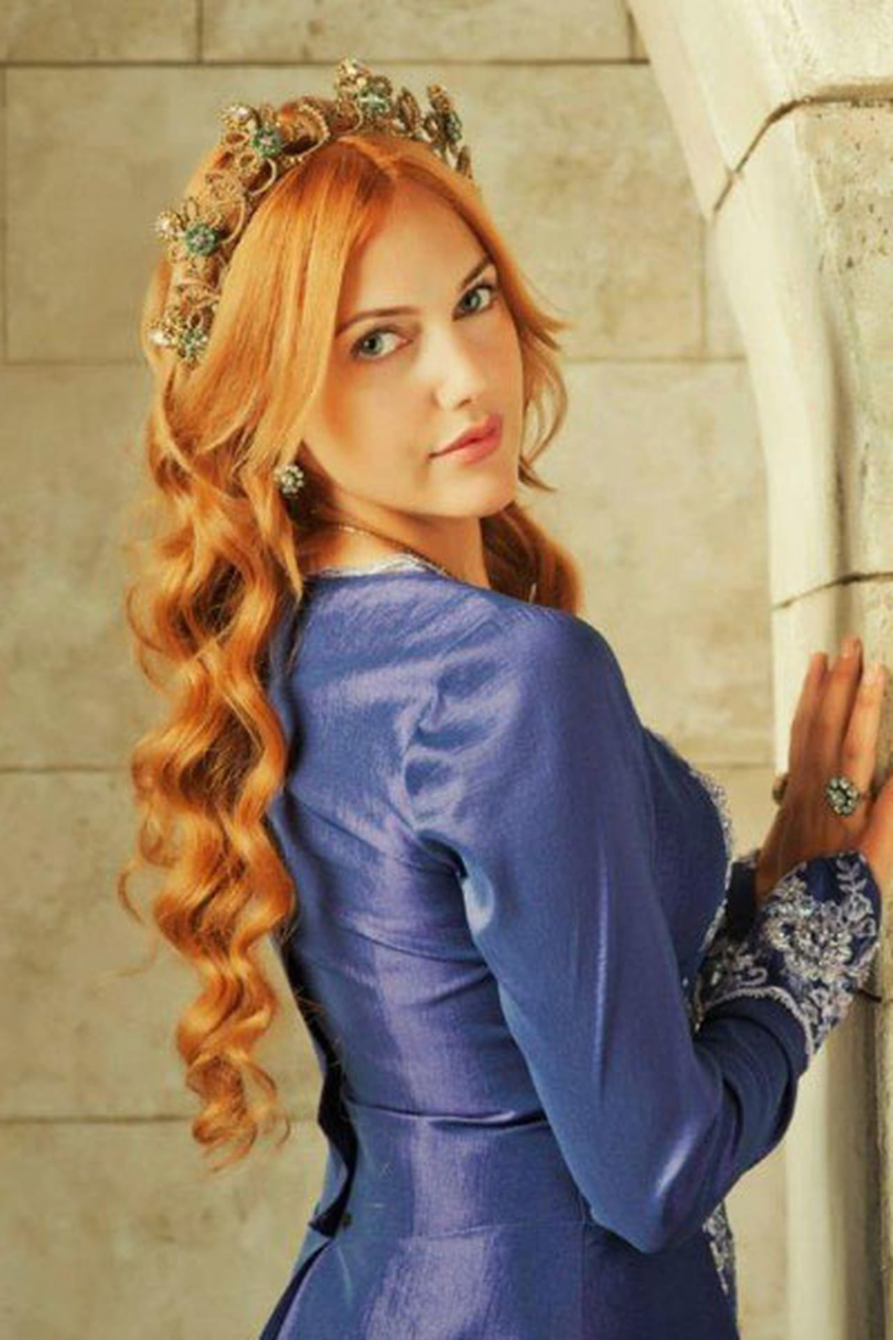 Meryem Uzerli Nude Photos 9