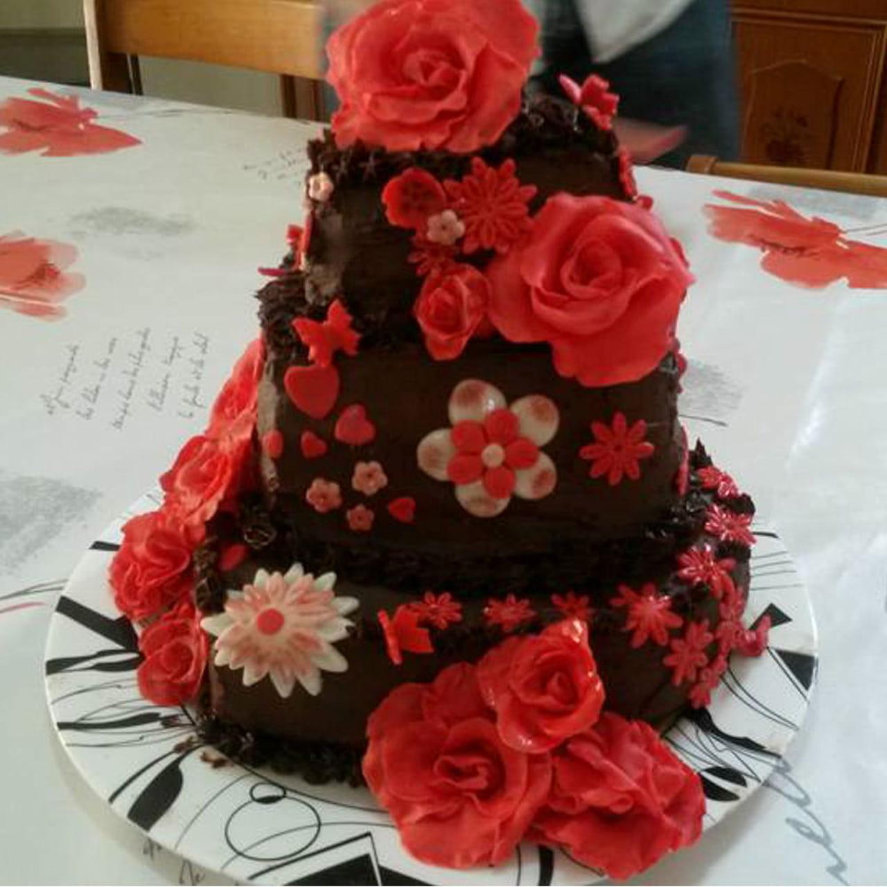 Ricetta torta tre piani con rose in pasta di zucchero for Piani di camera di tre stagioni