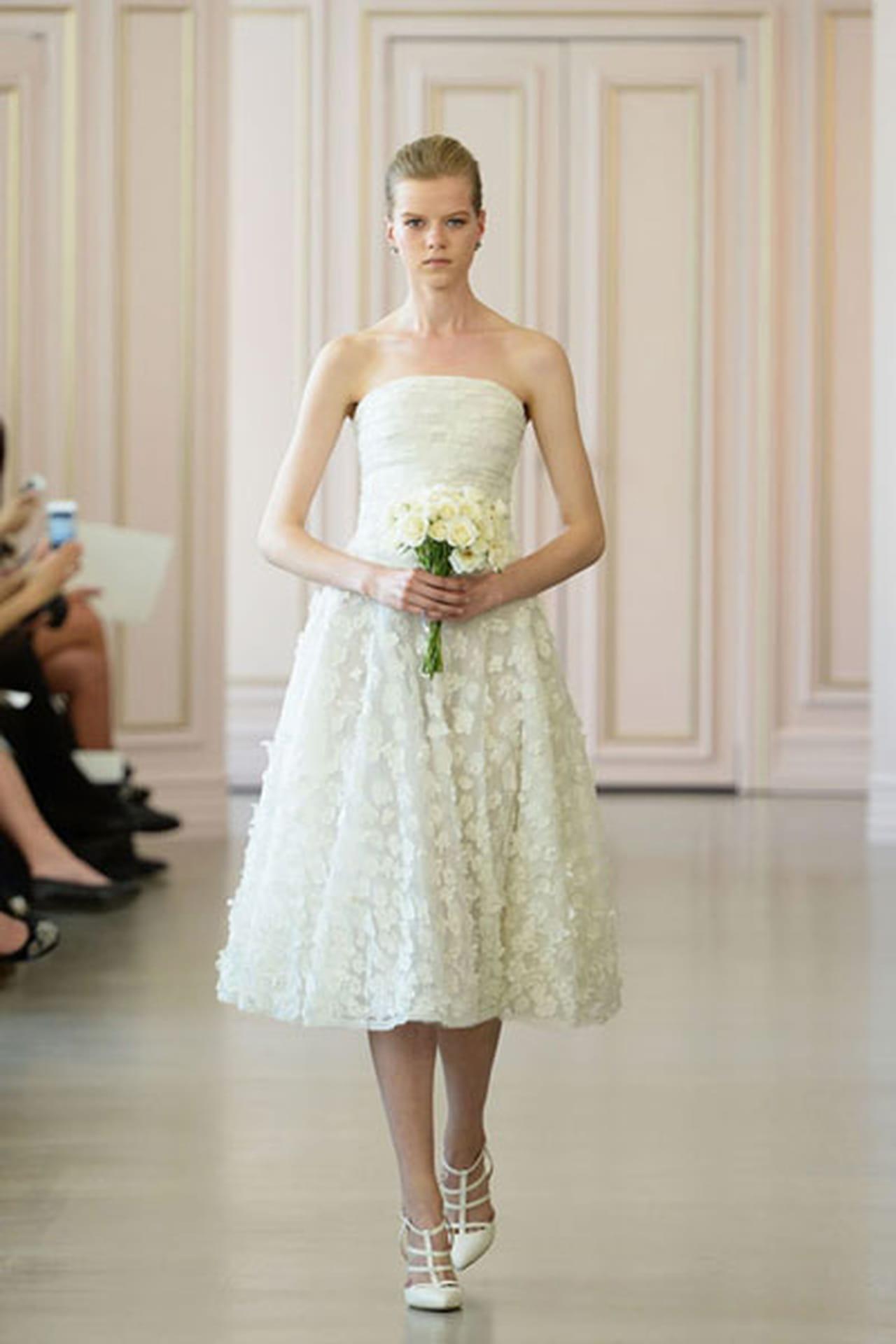 d59e6bb81 نفحات الورود تزين فساتين زفاف 2016
