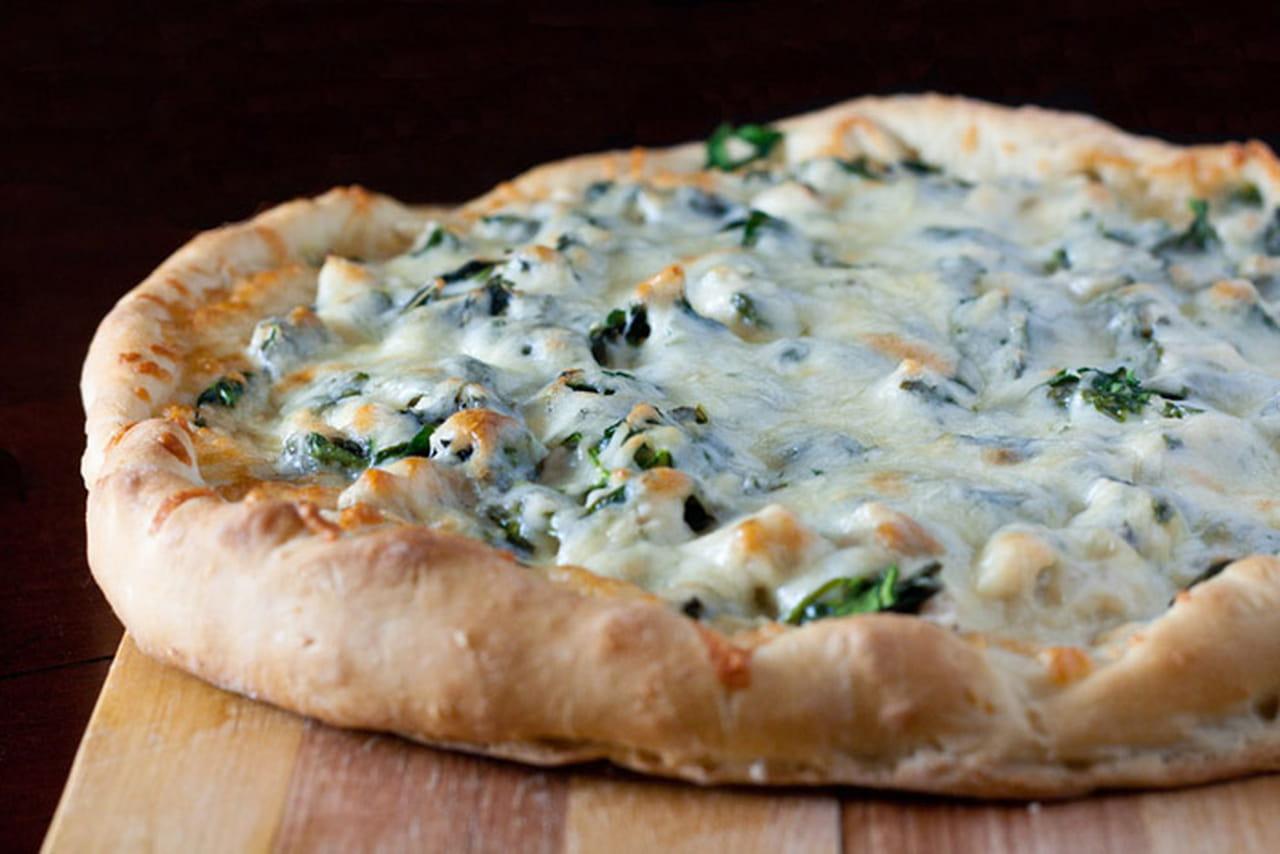 وصفات عمل البيتزا سريعة التحضير بالدجاج والجبن الموزاريلا 2014