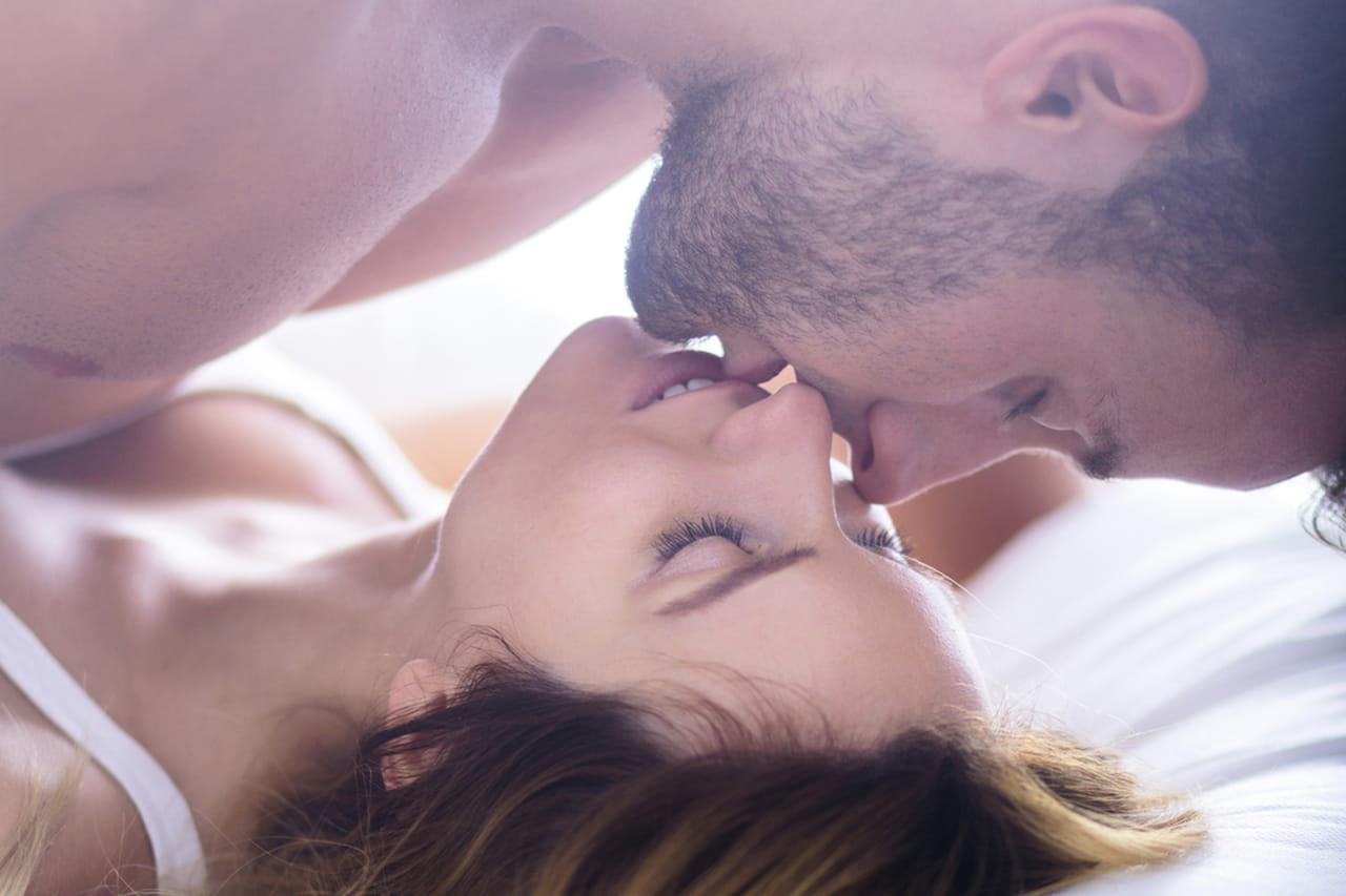 الملابس واختيارها أثناء النوم بشكل عام وأثناء ممارسة العلاقة الحميمة بشكل  خاص، موضوع يحتاج من كل أنثى قدراً عالياً من الاهتمام، فهو يشكل شقاً كبيراً  من ...