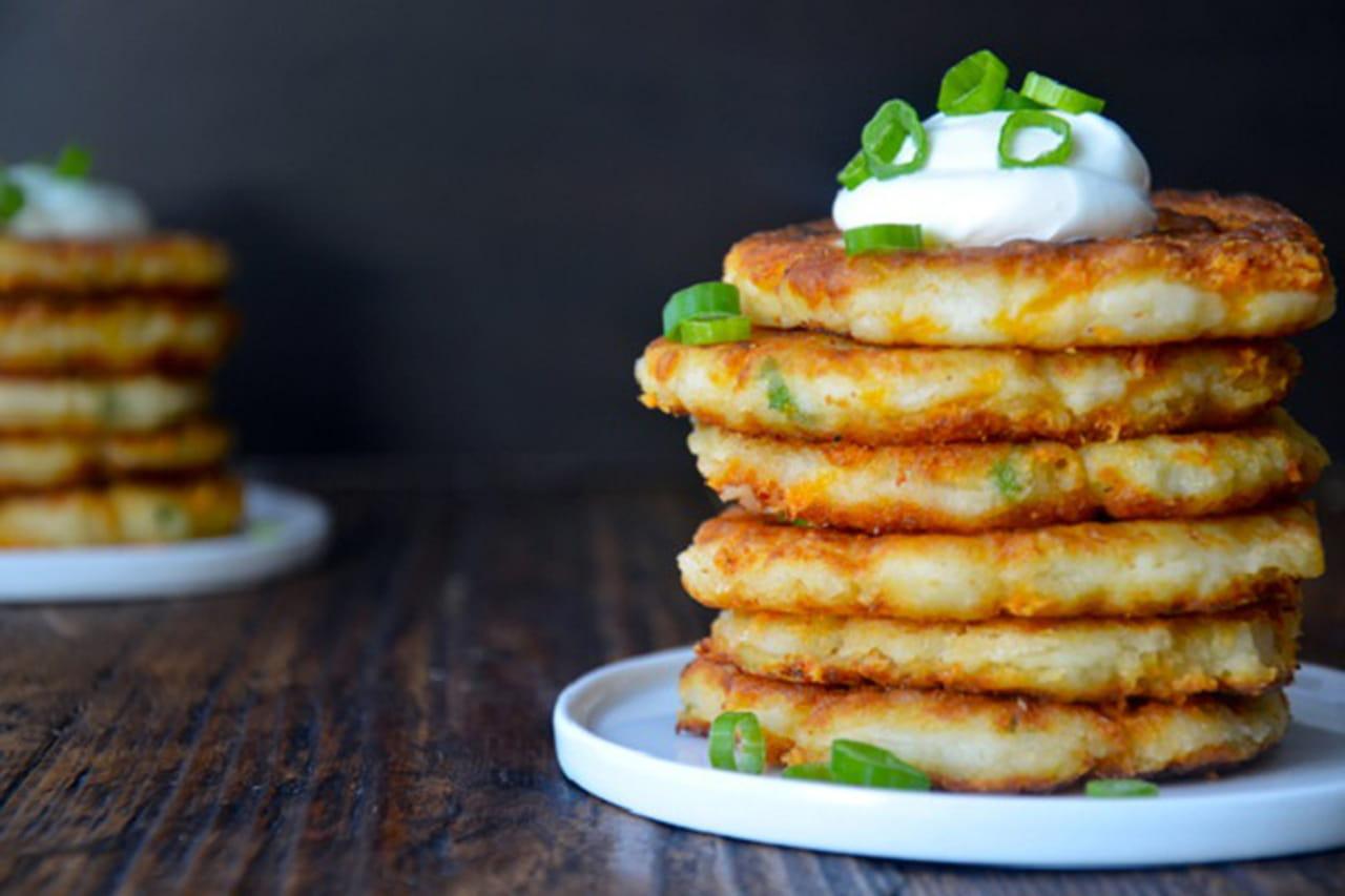 بالصور: طريقة فطائر بانكيك البطاطس 859540.jpg