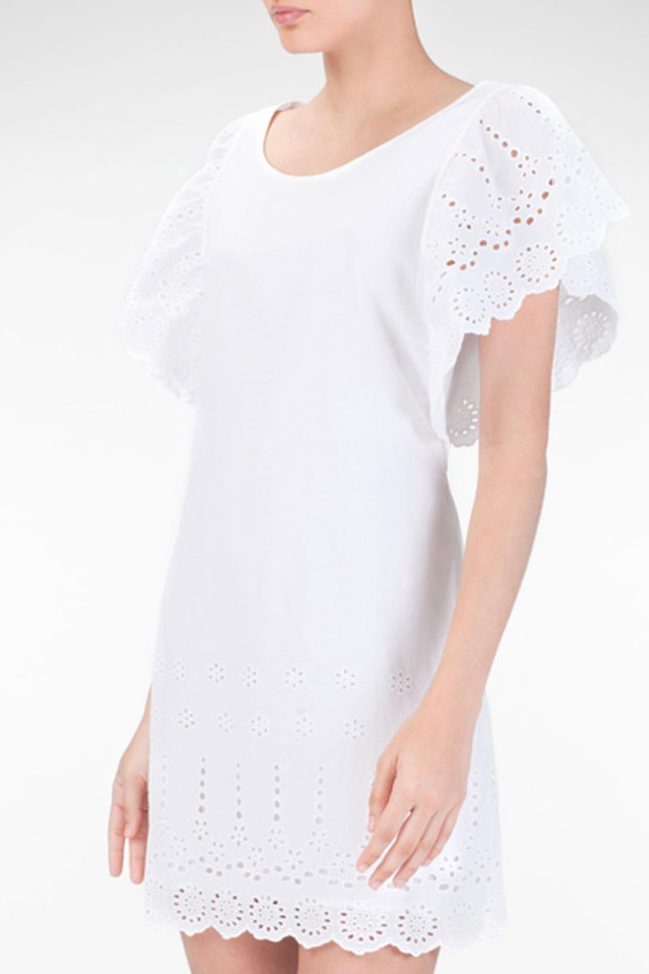 0184934a71874 فستان أبيض بأكمام عريضة من Stradivarius. فستان أبيض من Stradivarius. من موضة  صيف 2013
