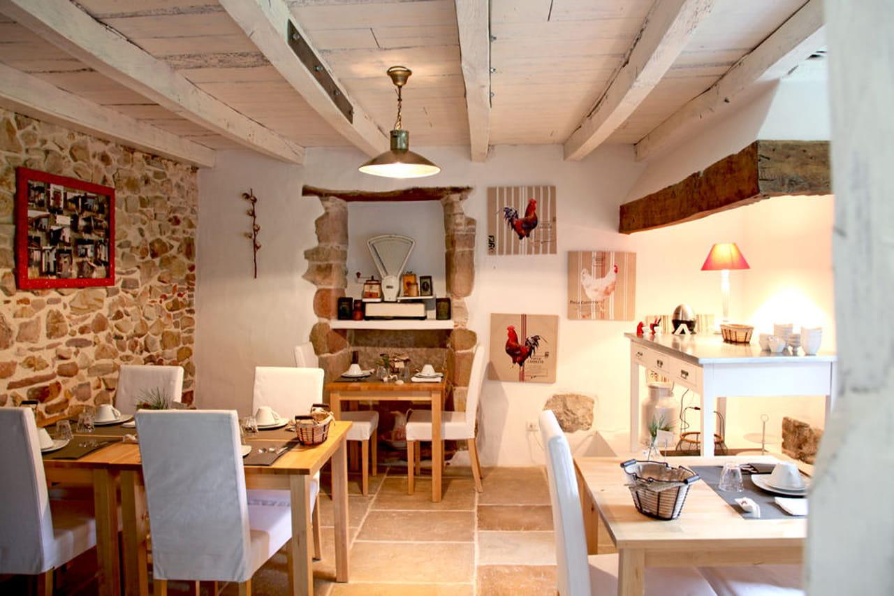 Passione per l 39 antiquariato in una casa colonica basca - Sala da pranzo rustica ...