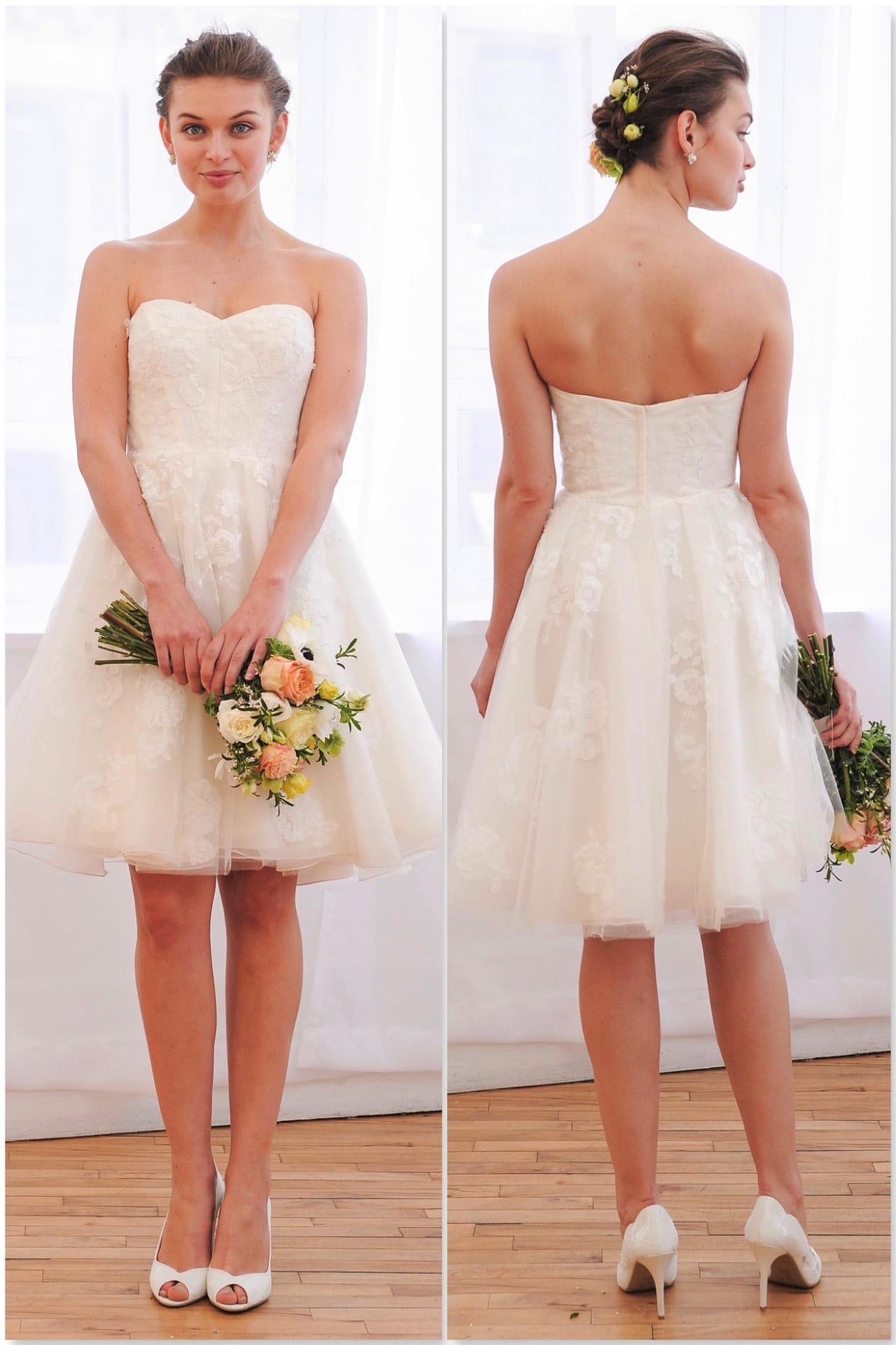 47b7eff3e Modelo de vestido de noiva curto com bustiê de Davis Bridal.