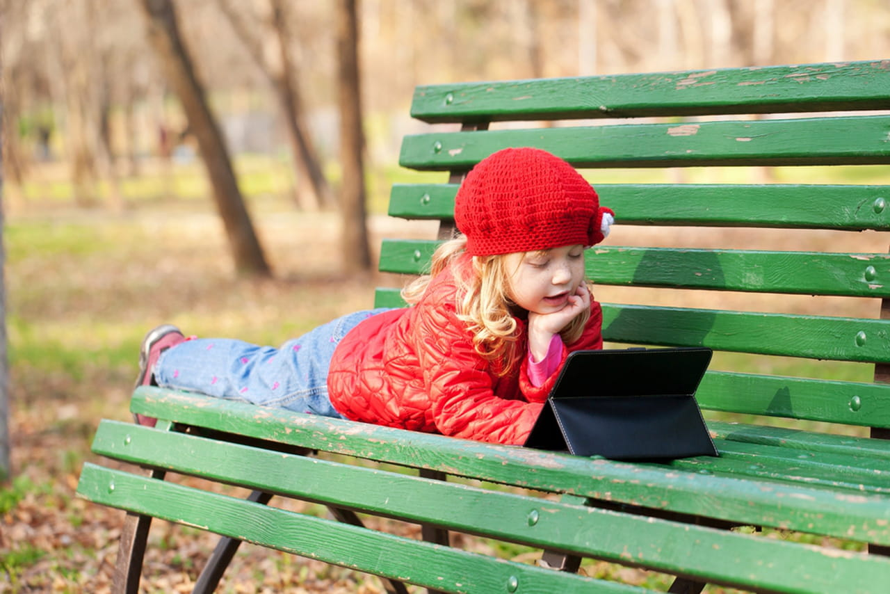 استخدام الأطفال للأجهزة الذكية قد يصيبهم بمشكلات في أياديهم  796644