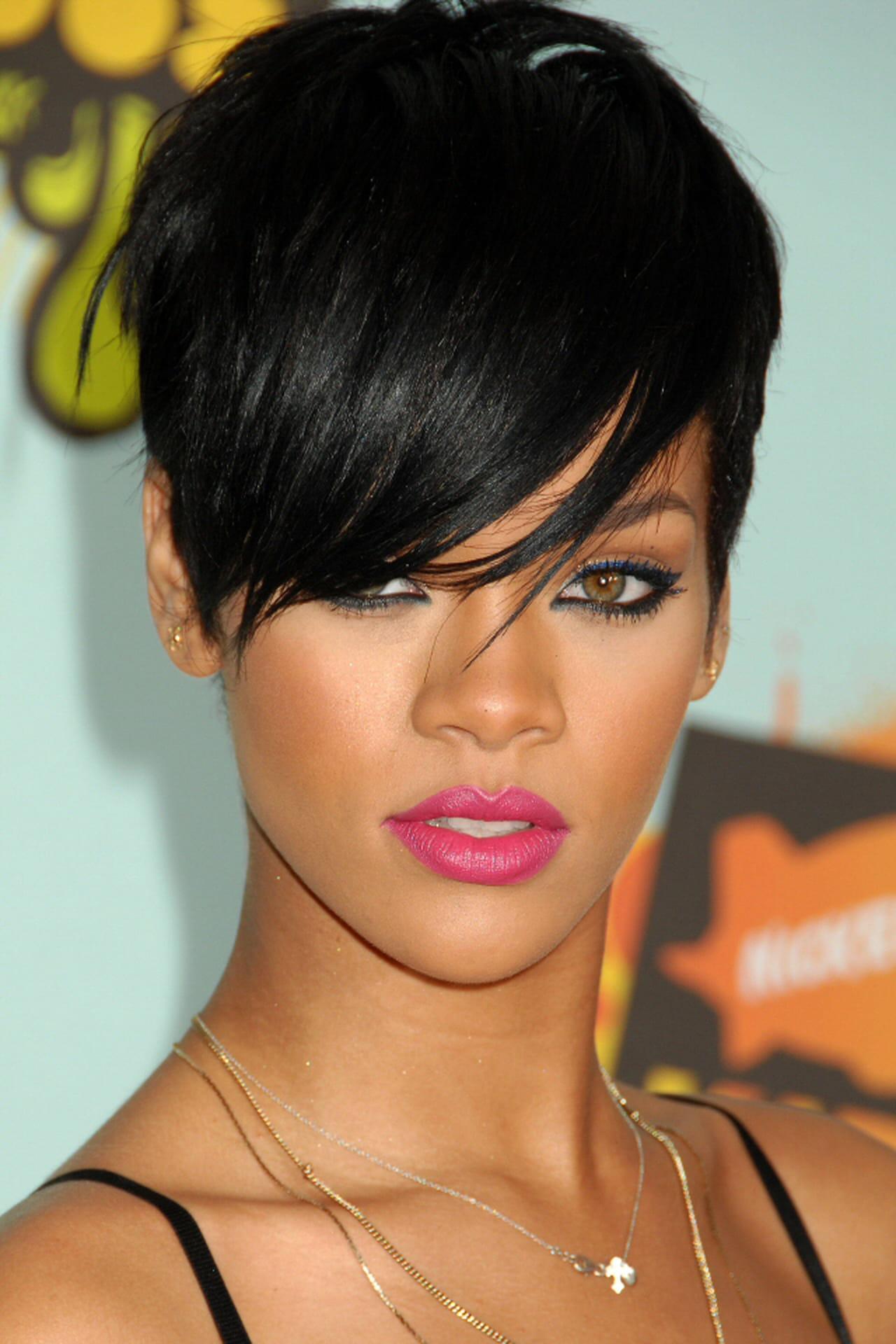 Rihanna taglio capelli corti