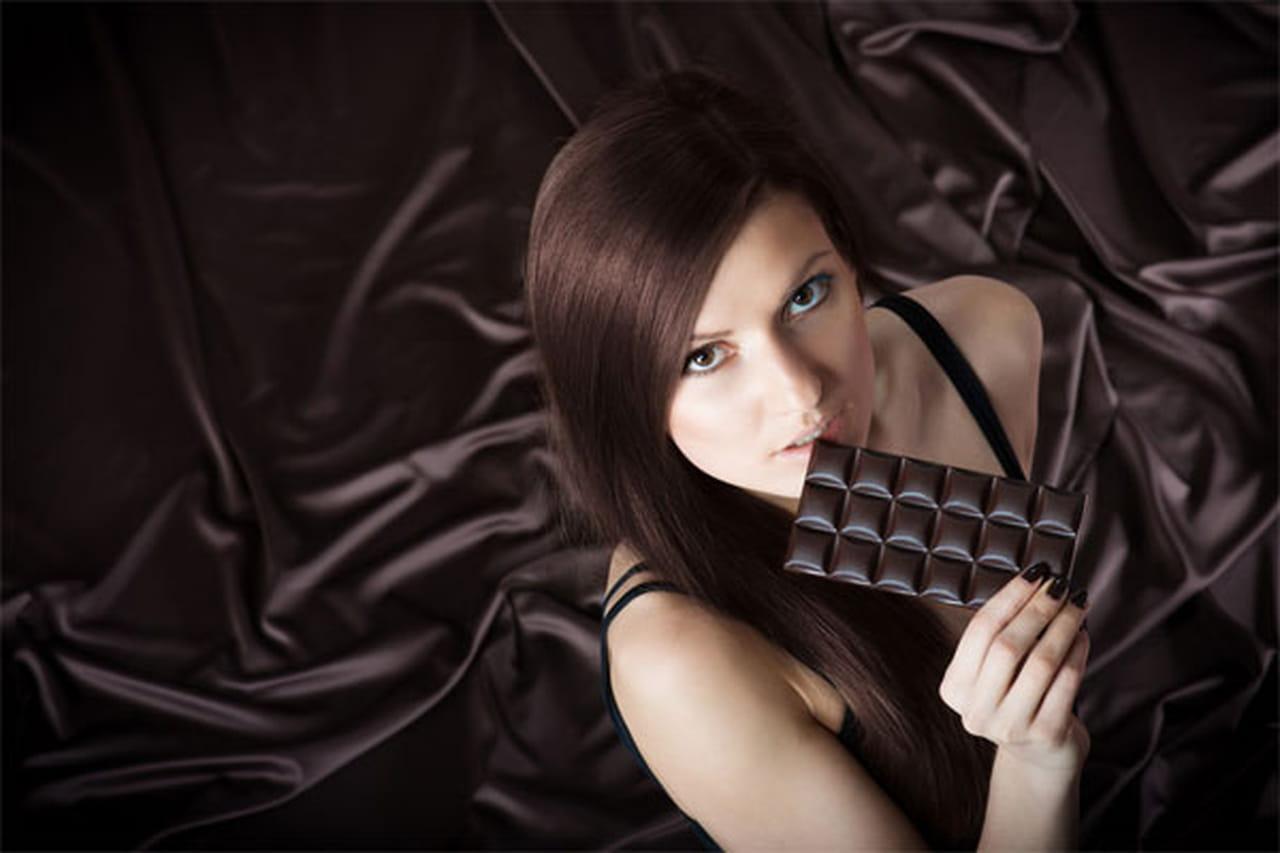 Цвет горячего шоколада девушки фото