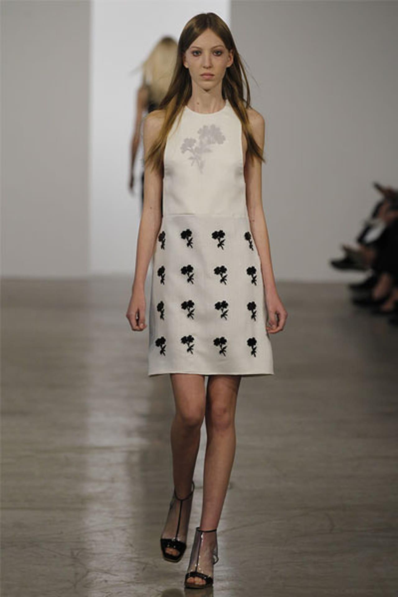 الفساتين القصيرة عنوان الأنوثة 827681