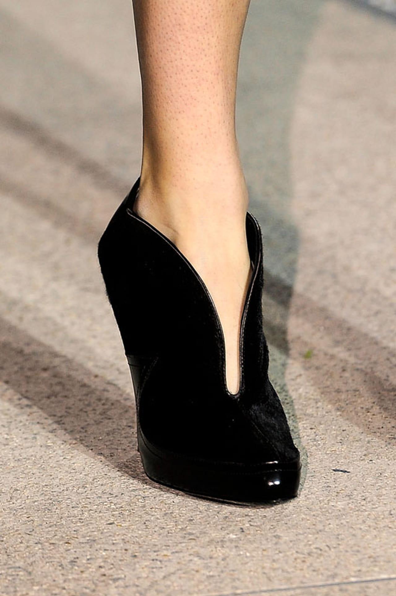 965ab68756738 من تصميم John Galliano خلال أسبوع الموضة في باريس لربيع وصيف 2013
