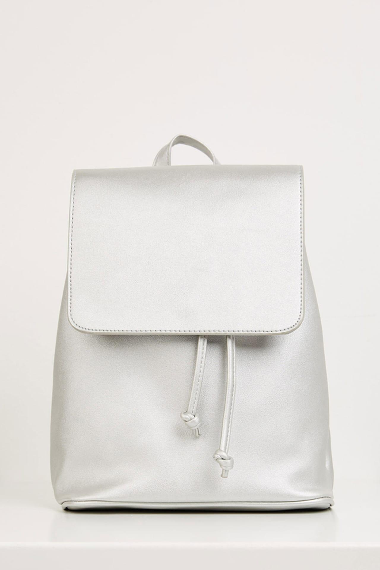 شنط الـ Backpack موضة الصيف 1199105.jpg