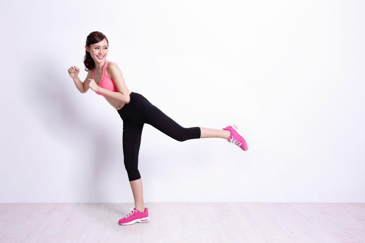 Esercizi per i fianchi da fare a casa o in palestra - Palestra a casa esercizi ...