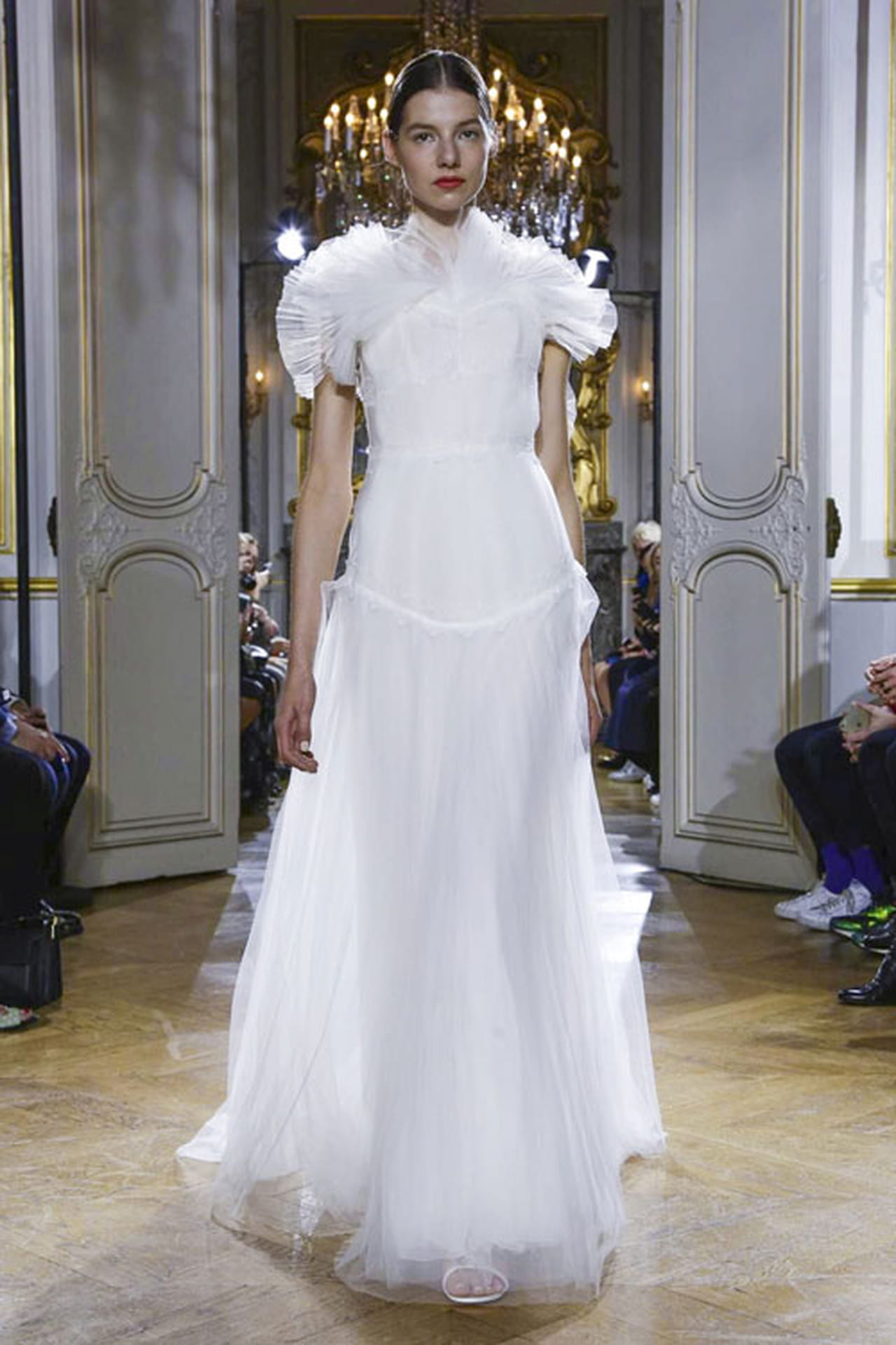 df03643ed3ca5 فساتين زفاف ناعمة من Kaviar Gauche لعروس الربيع