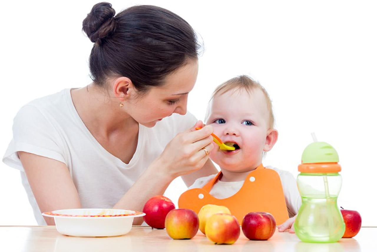 لأطعام طفلك من عمر يوم وحتى عامه الأول.  793862