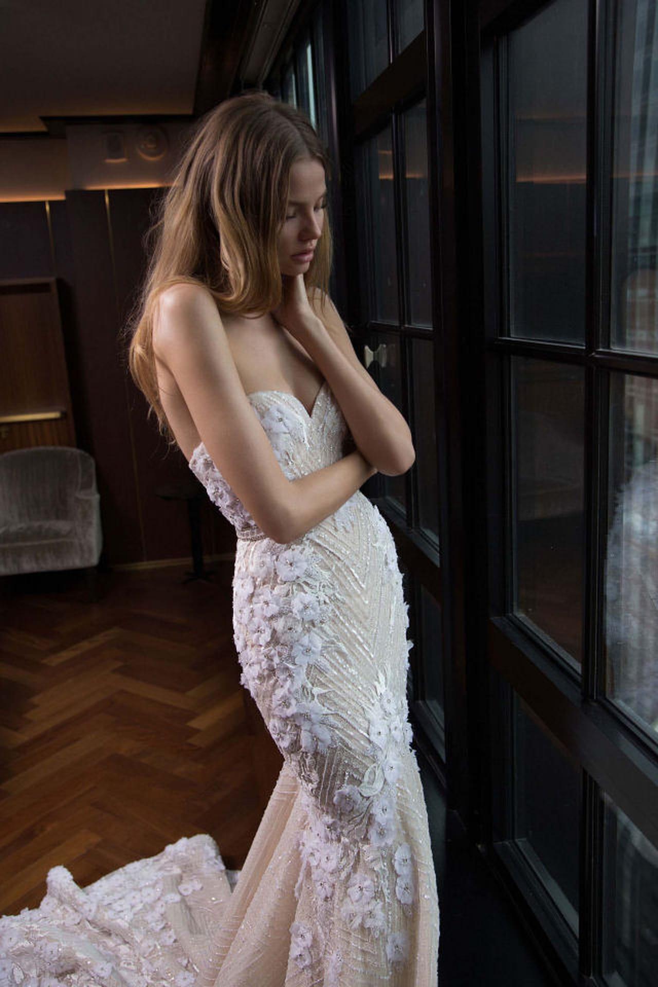 Berta propone un abito da sposa con corpetto a cuore. ba37ef8c401