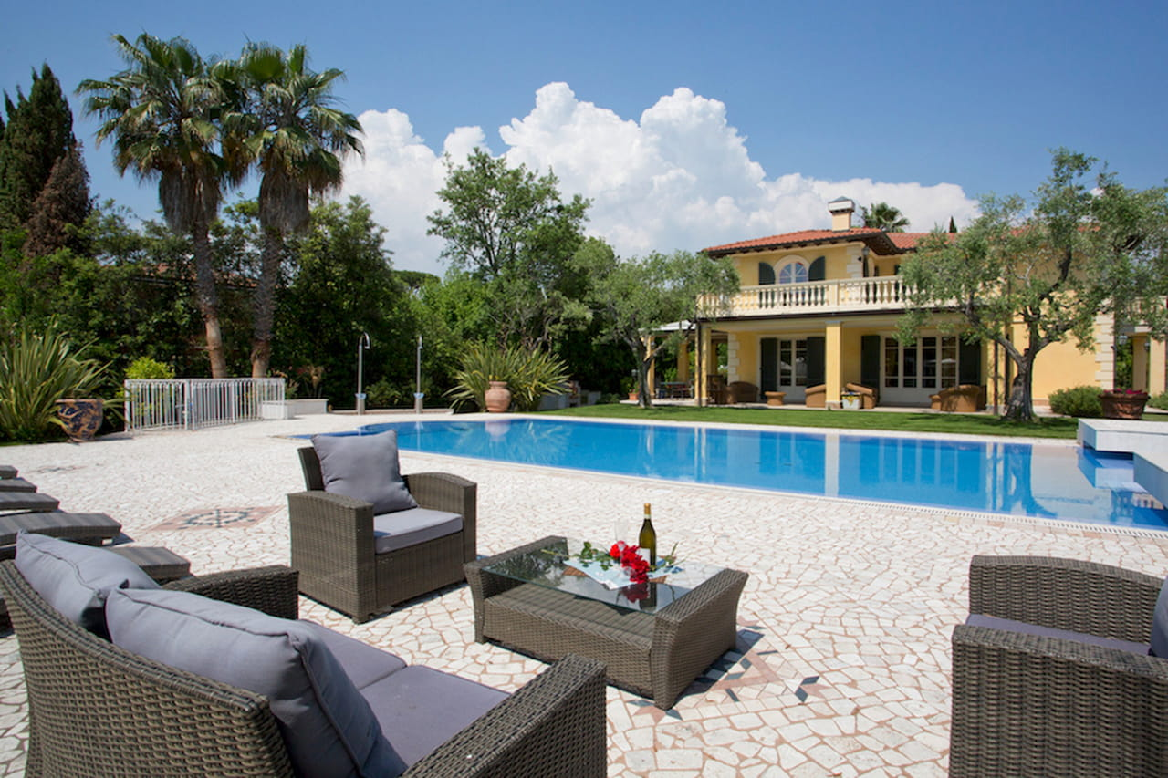 Le ville dei sogni a picco sul mare con piscina cercano - Villa dei sogni piscina ...