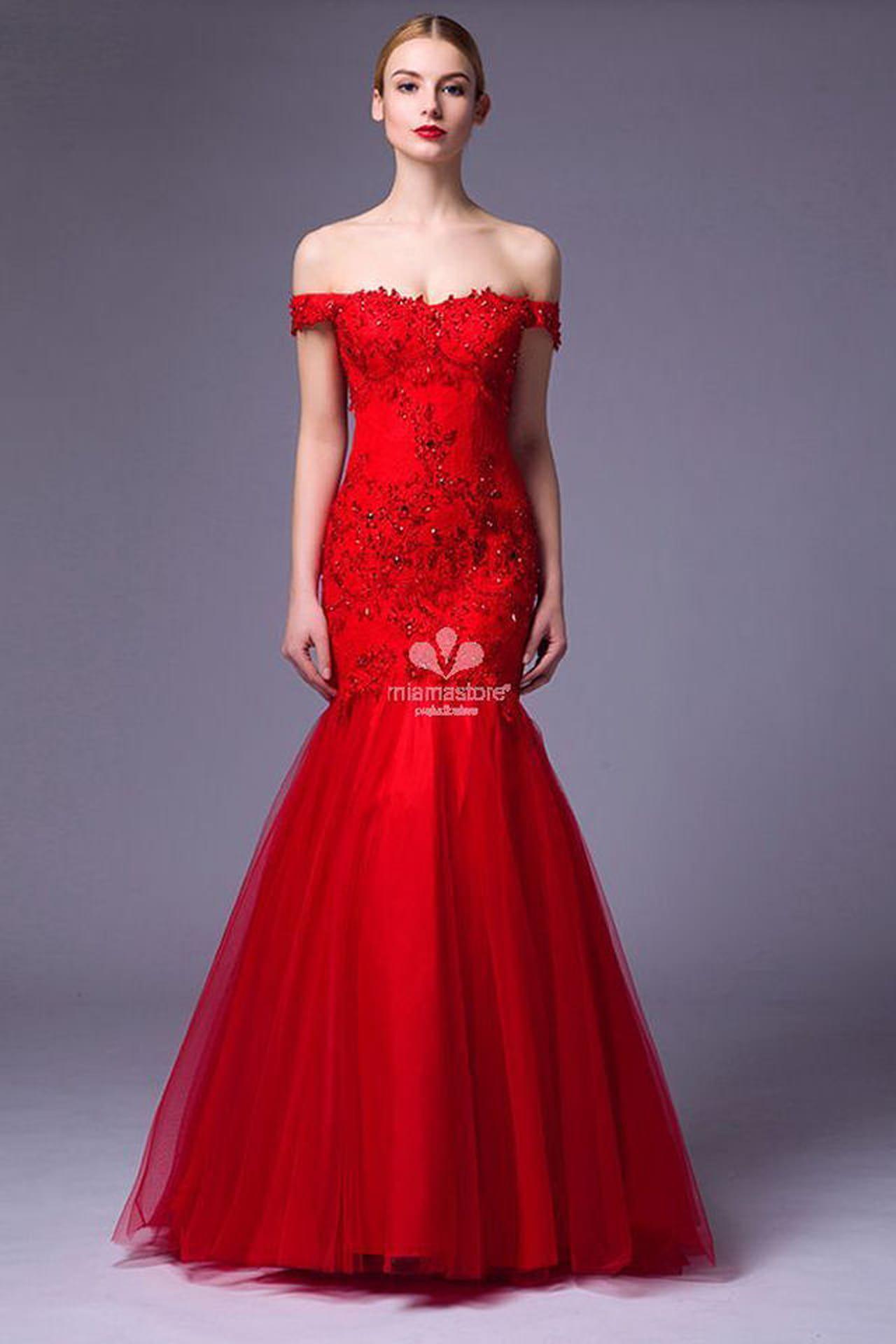 Miama Store propone un abito a sirena dal colore rosso intenso.
